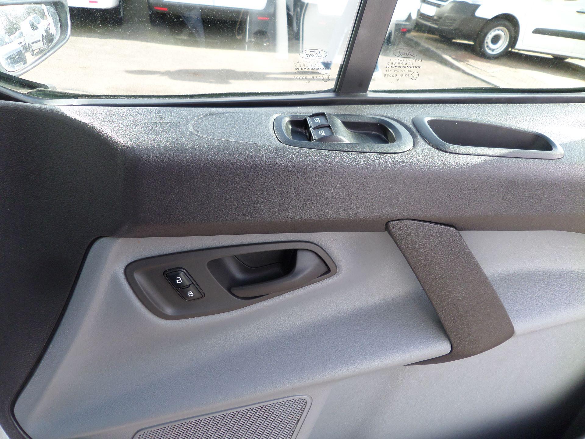 2016 Ford Transit Custom 2.0 Tdci 105Ps Low Roof Van Euro 6 (WM66ZHF) Image 16