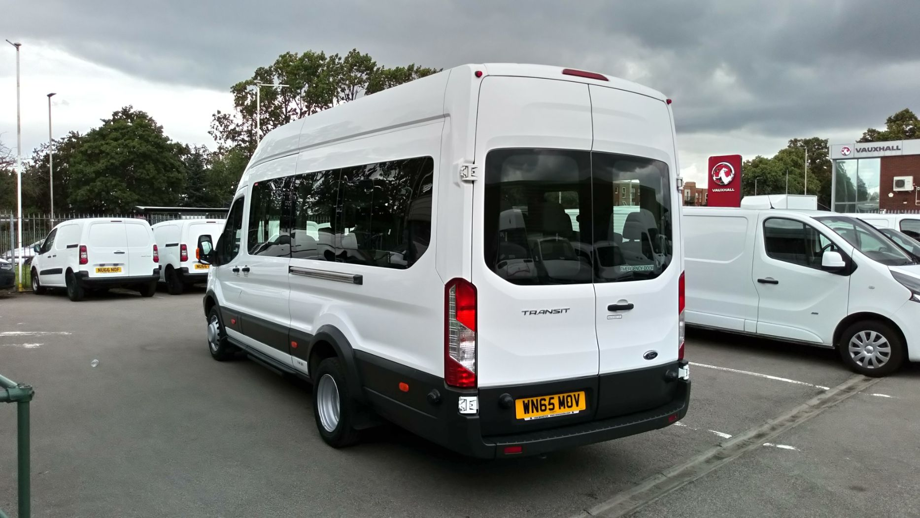 2015 Ford Transit 2.2 Tdci 125Ps H3 17 Seater (WN65MOV) Image 5