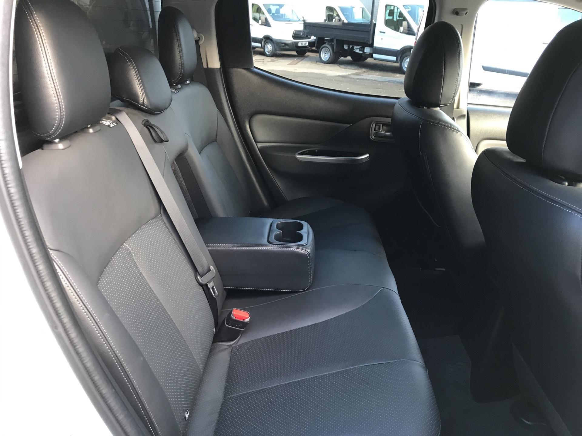 2016 Mitsubishi L200 DOUBLE CAB DI-D 178PS WARRIOR 4WD AUTO (WN66WVT) Image 16