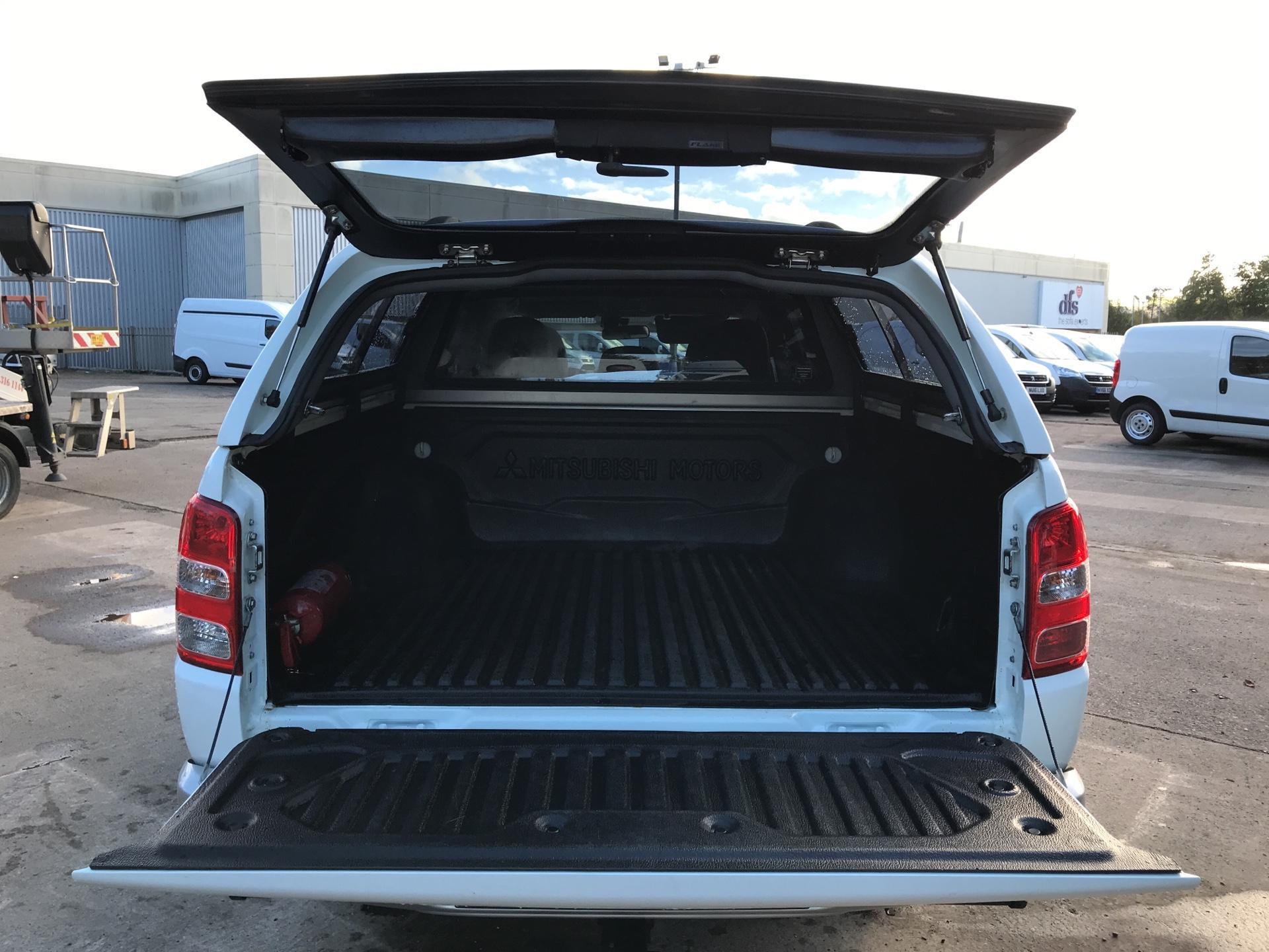 2016 Mitsubishi L200 DOUBLE CAB DI-D 178PS WARRIOR 4WD AUTO (WN66WVT) Image 15