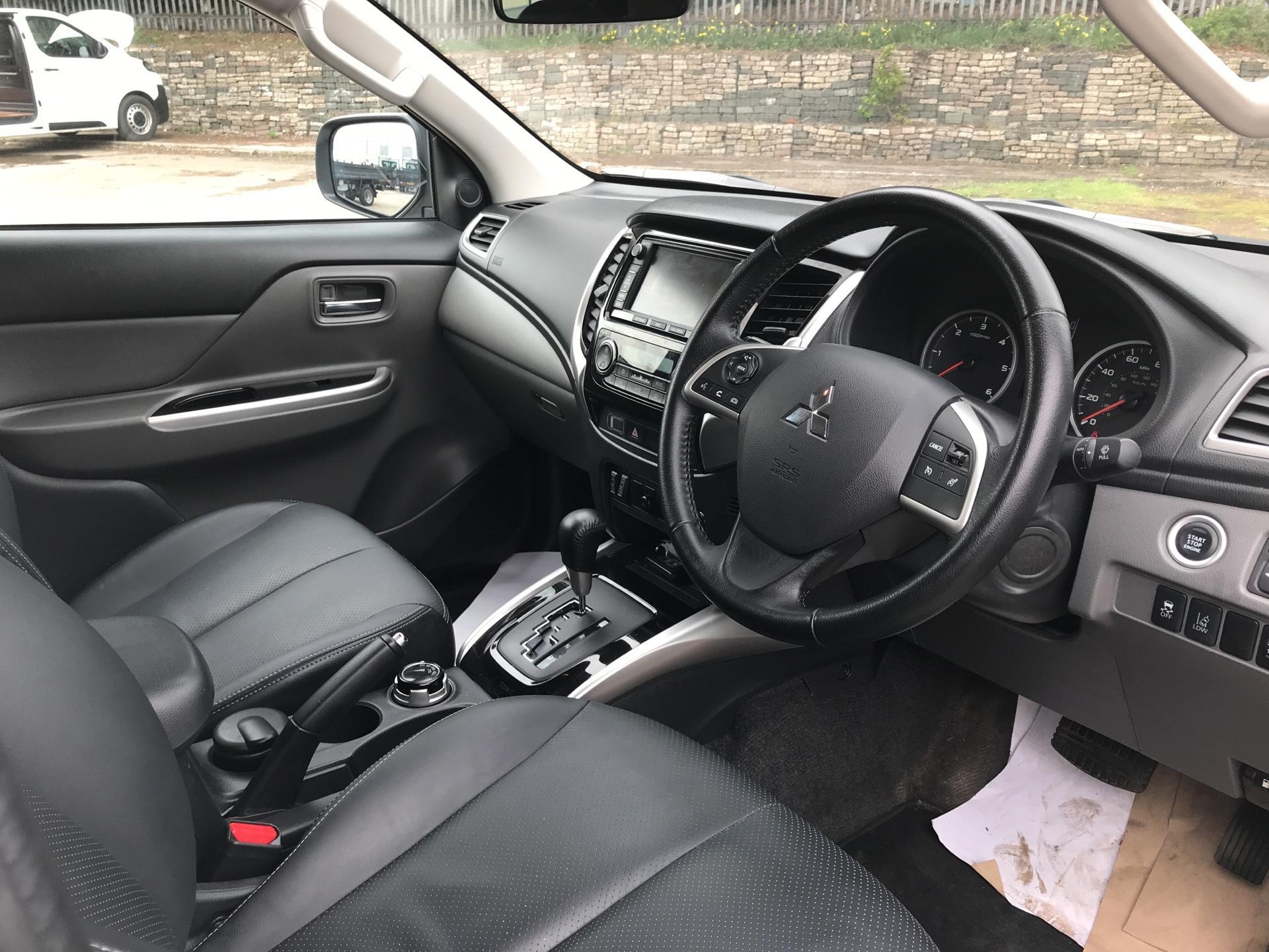 2016 Mitsubishi L200 DOUBLE CAB DI-D 178 WARRIOR 4WD AUTO EURO 5 (WN66WWD) Image 9