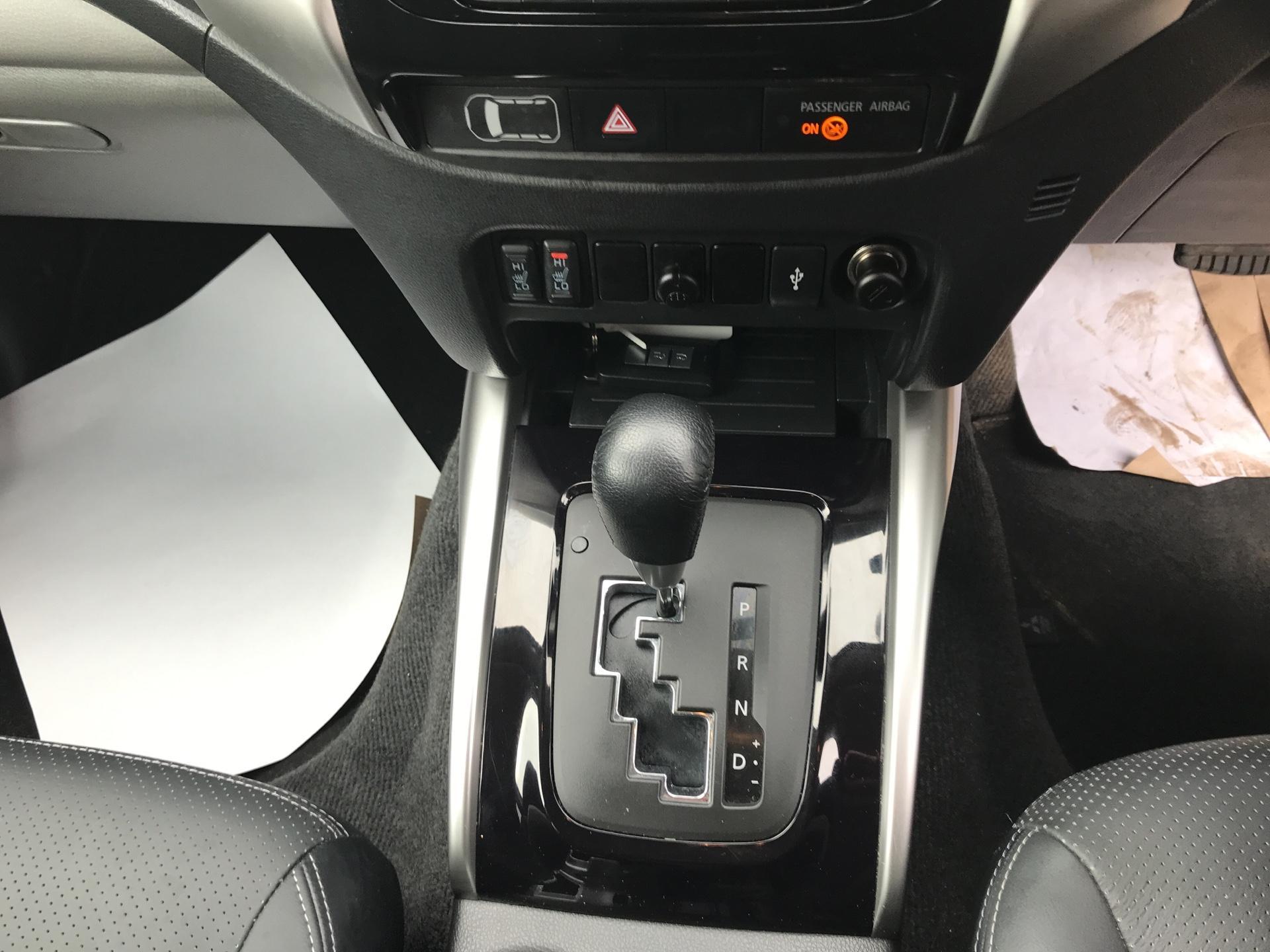 2016 Mitsubishi L200 DOUBLE CAB DI-D 178 WARRIOR 4WD AUTO EURO 5 (WN66WWD) Image 11