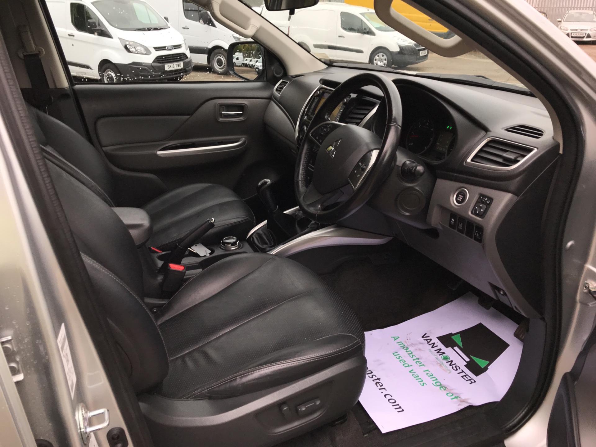 2016 Mitsubishi L200 DOUBLE CAB DI-D 178PS WARRIOR 4WD EURO 5 (WN66WXS) Image 9