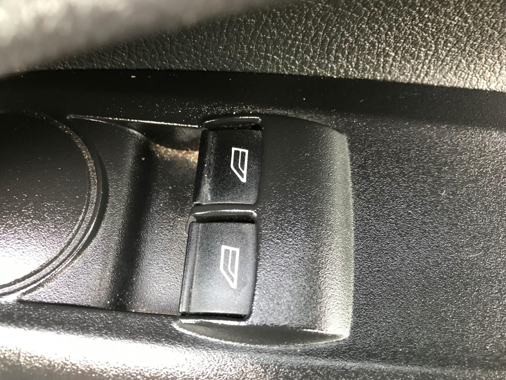2016 Ford Transit Connect  200 L1 DIESEL 1.6 TDCi 75PS VAN EURO 5 (WP66PBV) Image 17