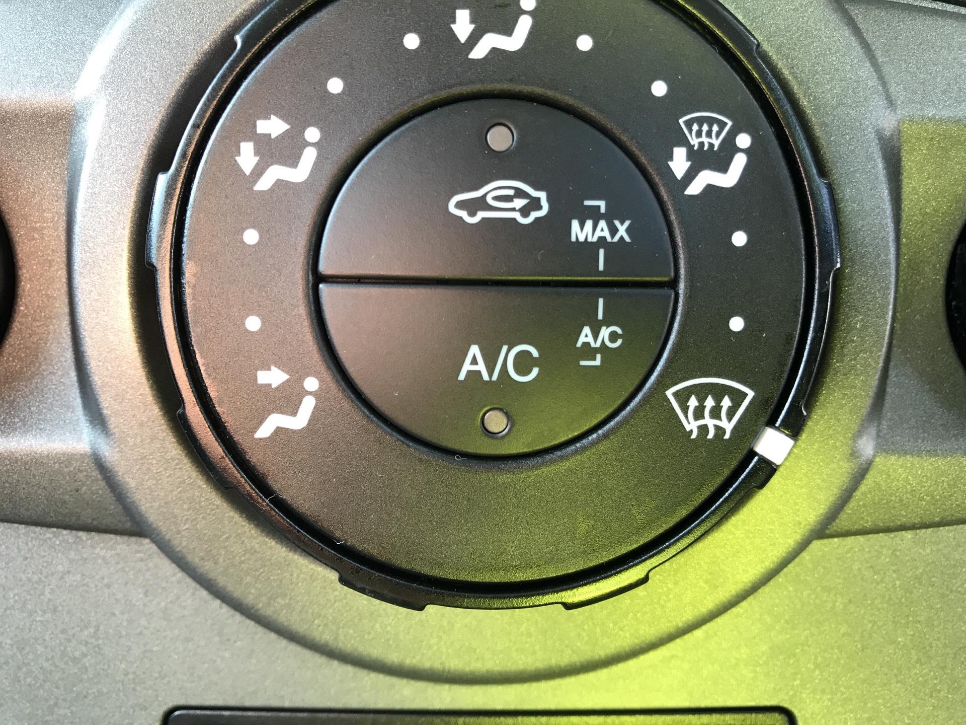 2015 Ford Fiesta   DIESEL 1.5 TDCI VAN EURO 5 (WR15ZCJ) Image 17