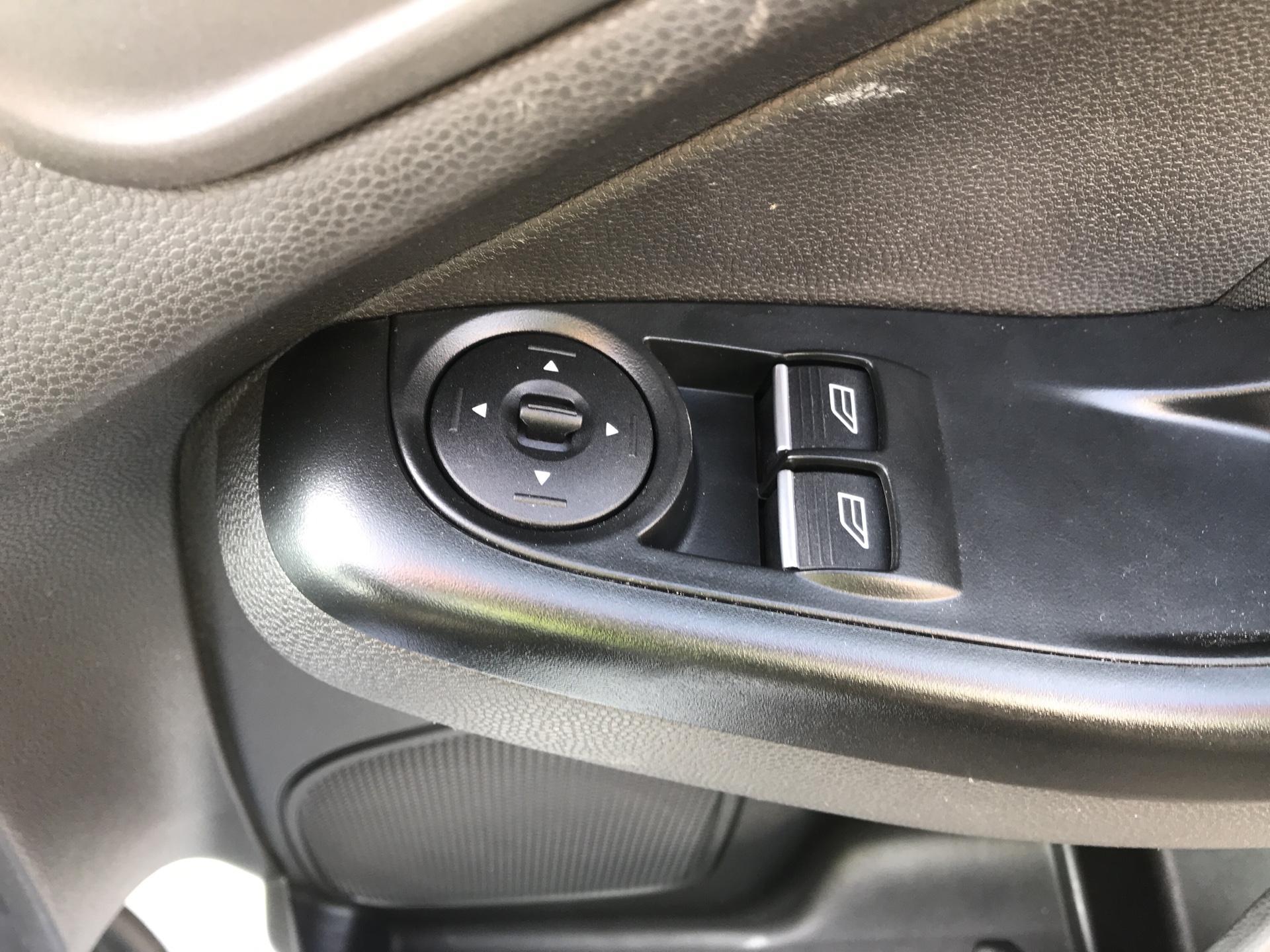 2015 Ford Fiesta   DIESEL 1.5 TDCI VAN EURO 5 (WR15ZCJ) Image 19