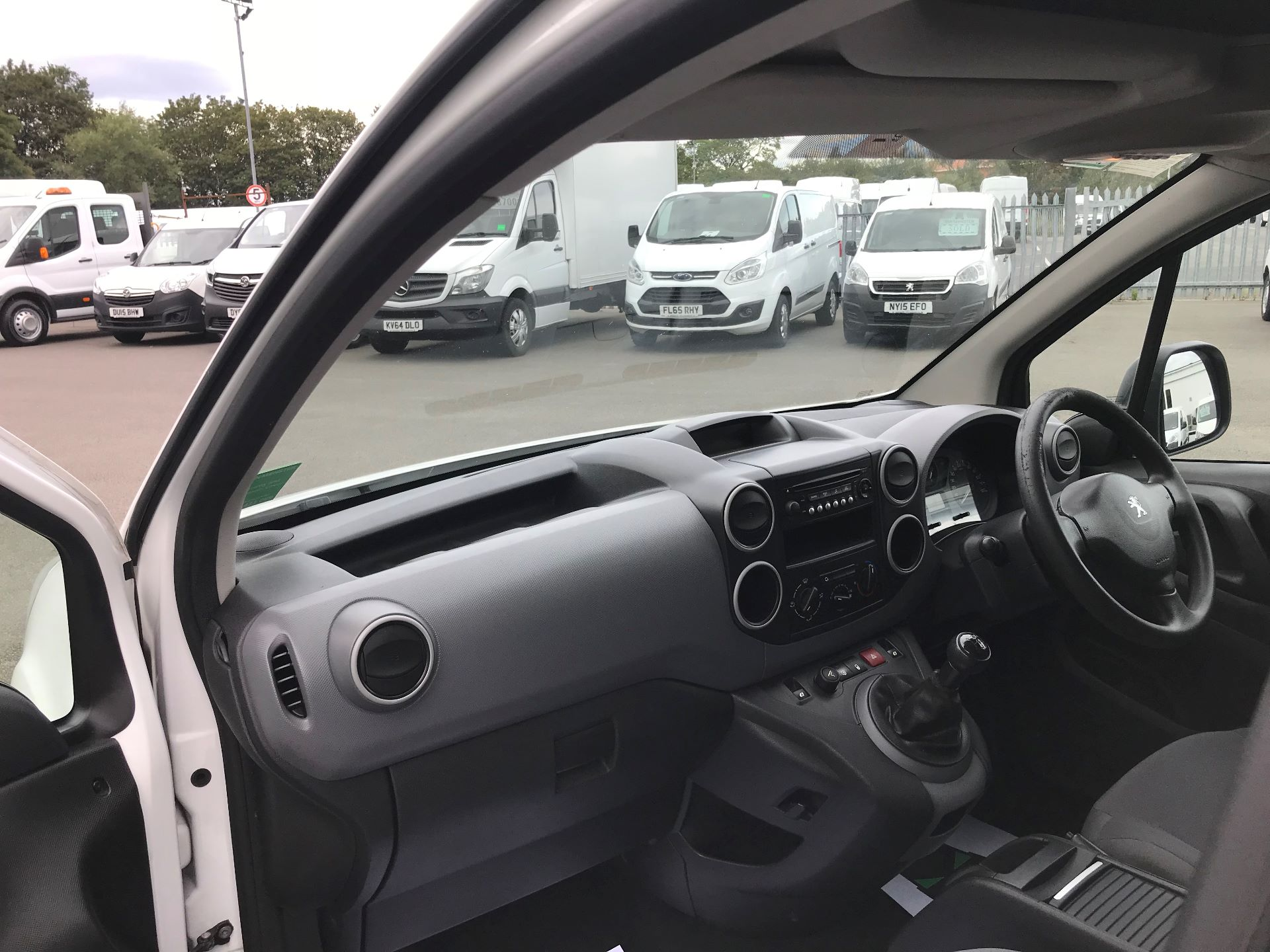 2015 Ford Transit 350 L4 DROP SIDE 125PS EURO 5 (WR65RMX) Image 17