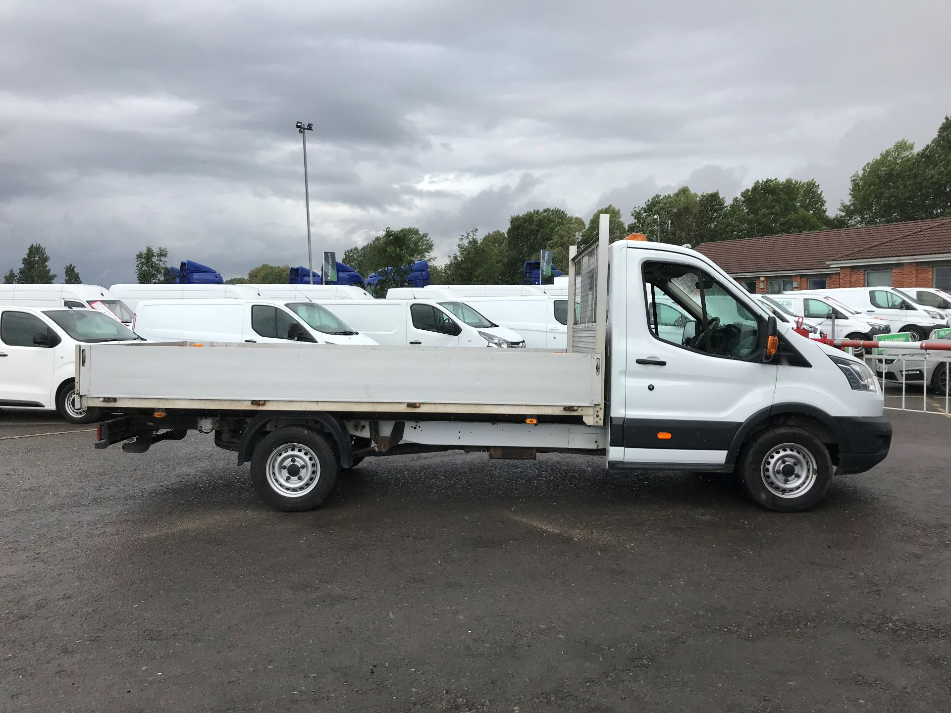 2015 Ford Transit 2.2 Tdci 125Ps Chassis Cab (WR65RVT) Image 3