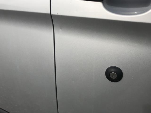2017 Ford Transit Custom 2.0 Tdci 105Ps L2 High Roof Van (WR67YFN) Image 40