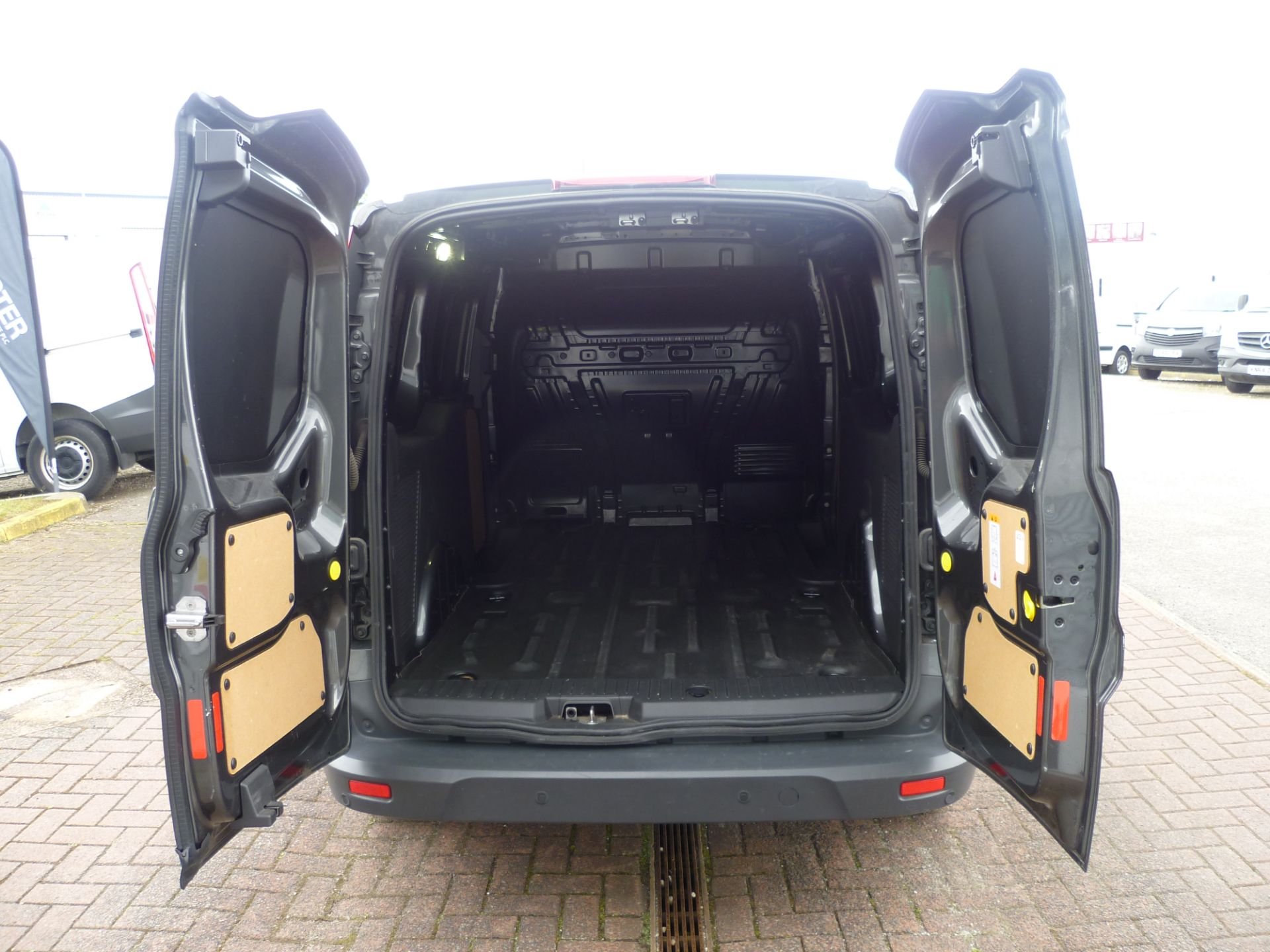 2017 Ford Transit Connect T240 L2 H1 120PS LIMTED EURO 6  (WU67KZX) Image 7