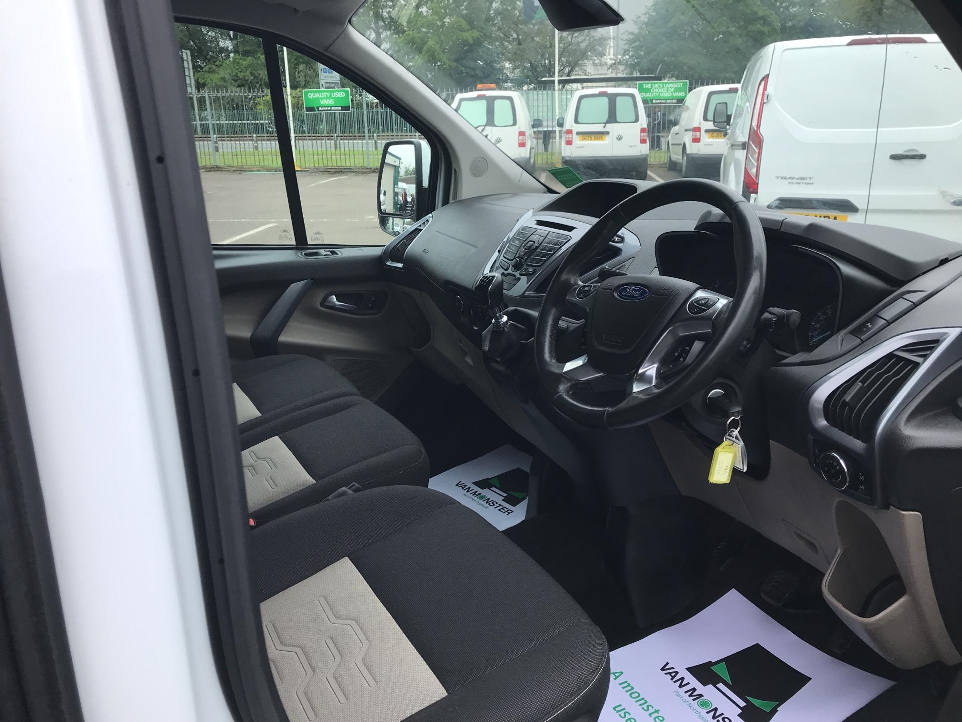 2015 Ford Transit Custom  290 L2 DIESEL FWD 2.2 TDCI 125PS LOW ROOF D/CAB LIMITED VAN EURO 5 (WV15VBL) Image 9