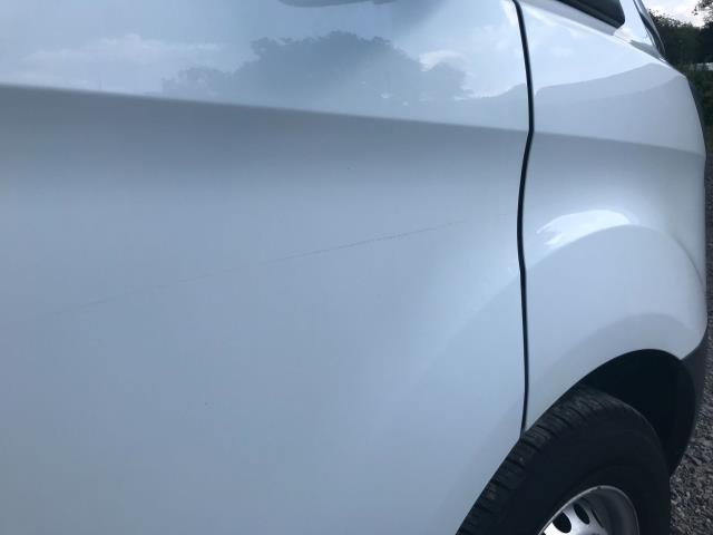 2017 Ford Transit Custom  290 L1 DIESEL FWD 2.0 TDCI 105PS LOW ROOF VAN EURO 6 (WV17JXK) Image 43