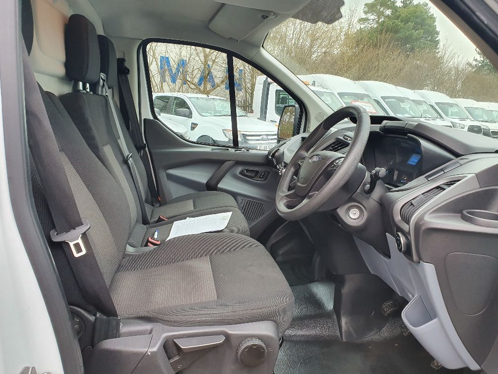 2017 Ford Transit Custom  290 L1 DIESEL FWD 2.0 TDCI 105PS LOW ROOF VAN EURO 6 (WV17JXL) Image 5