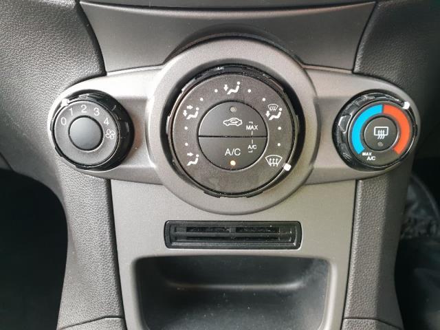 2015 Ford Fiesta DIESEL 1.5 TDCI VAN EURO 6 (WV65GKA) Image 21