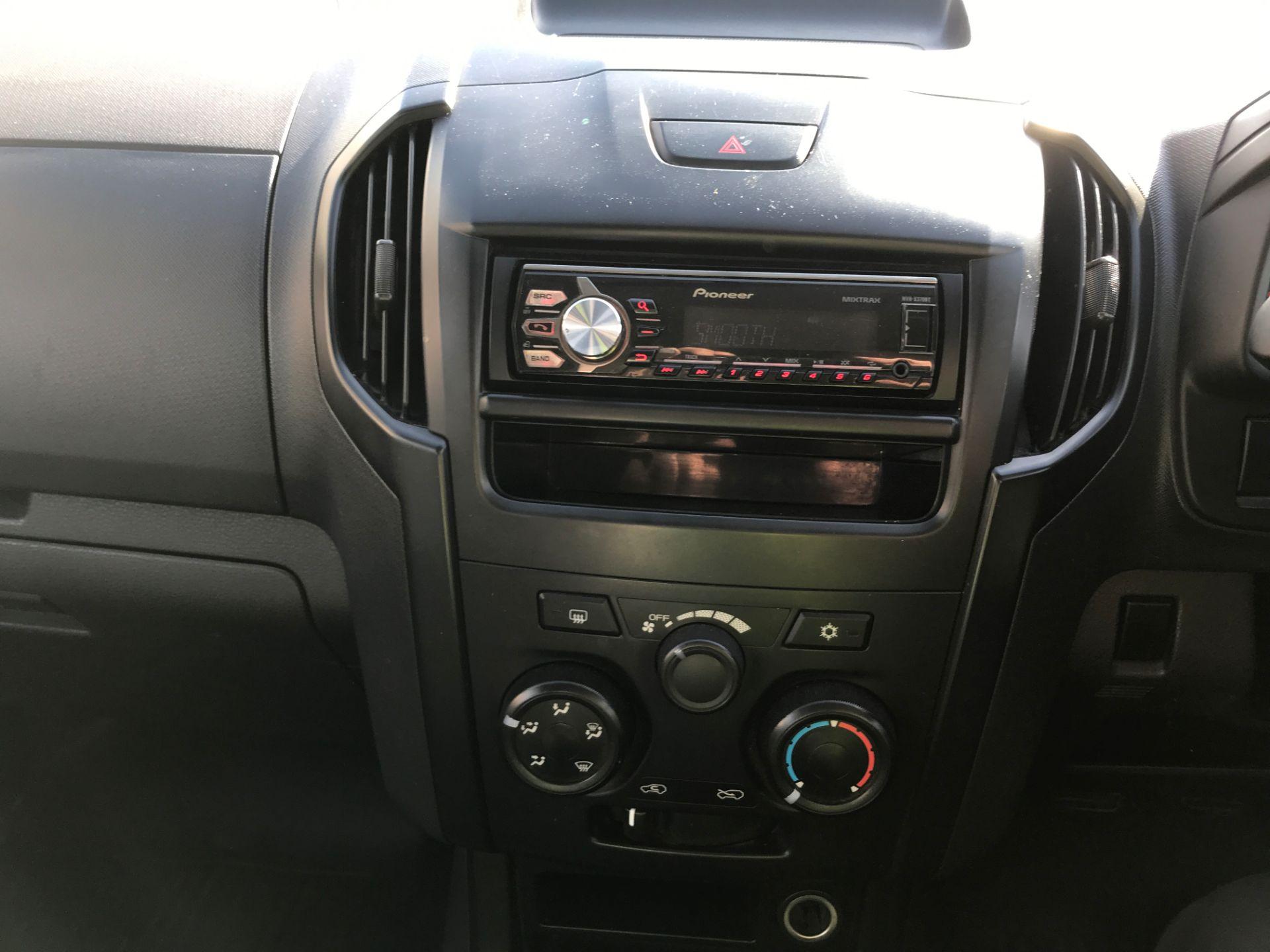 2015 Isuzu D-Max DOUBLE CAB 4X4 2.5TD 163PS EURO 5, AIR CON (YB65DJF) Image 3