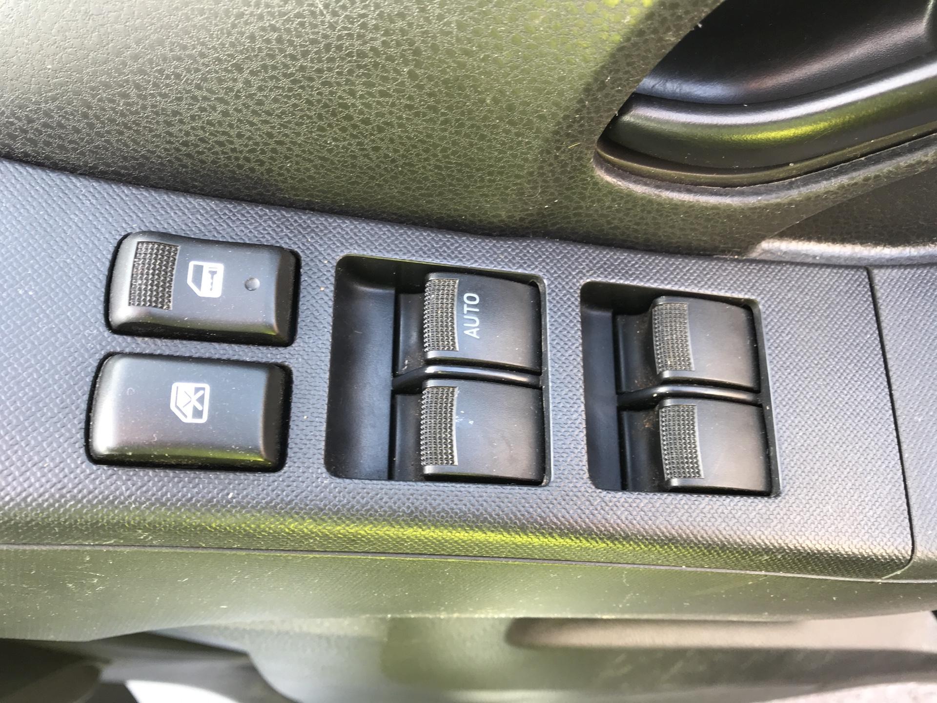 2016 Isuzu D-Max  Double Cab 4 x 4 2.5 TD Euro 5 (YD16PGF) Image 18