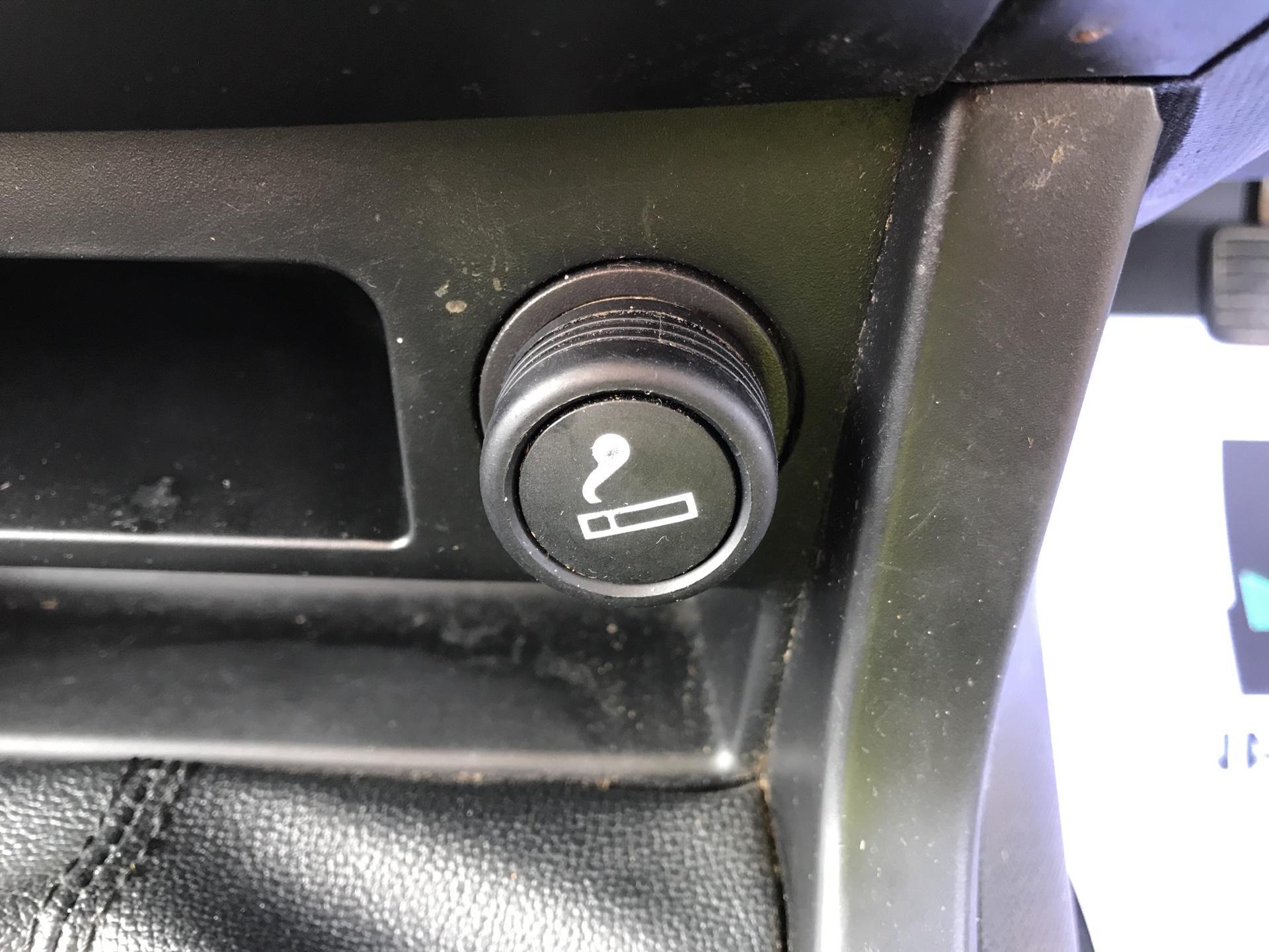 2016 Isuzu D-Max  Double Cab 4 x 4 2.5 TD Euro 5 (YD16PGF) Image 17