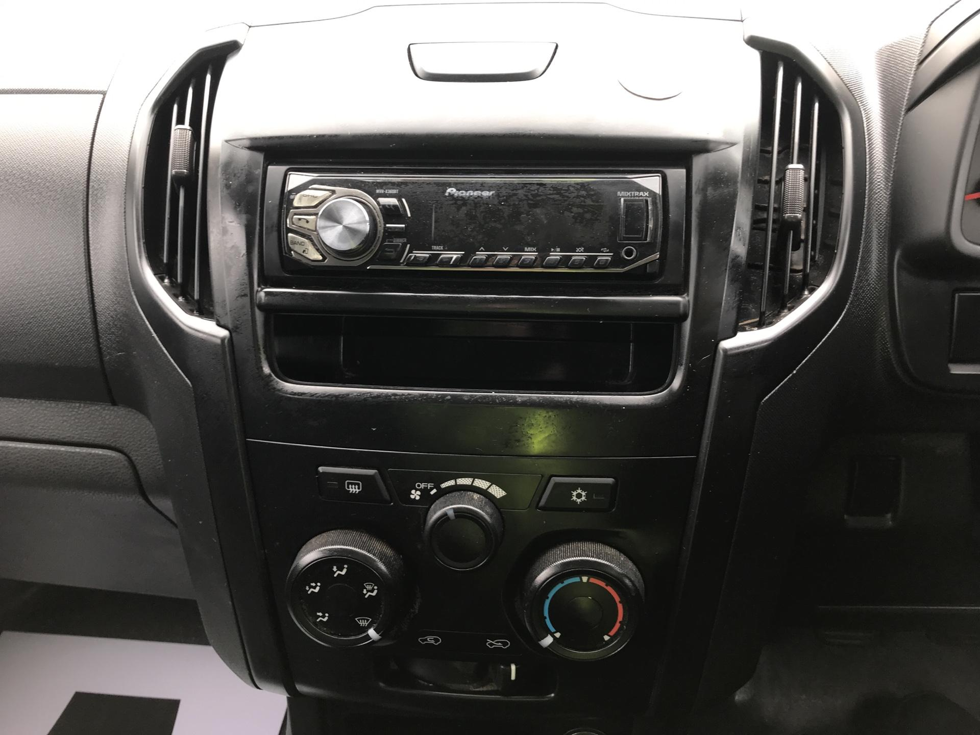 2015 Isuzu D-Max 2.5Td Double Cab 4X4 (YE65VOF) Image 10
