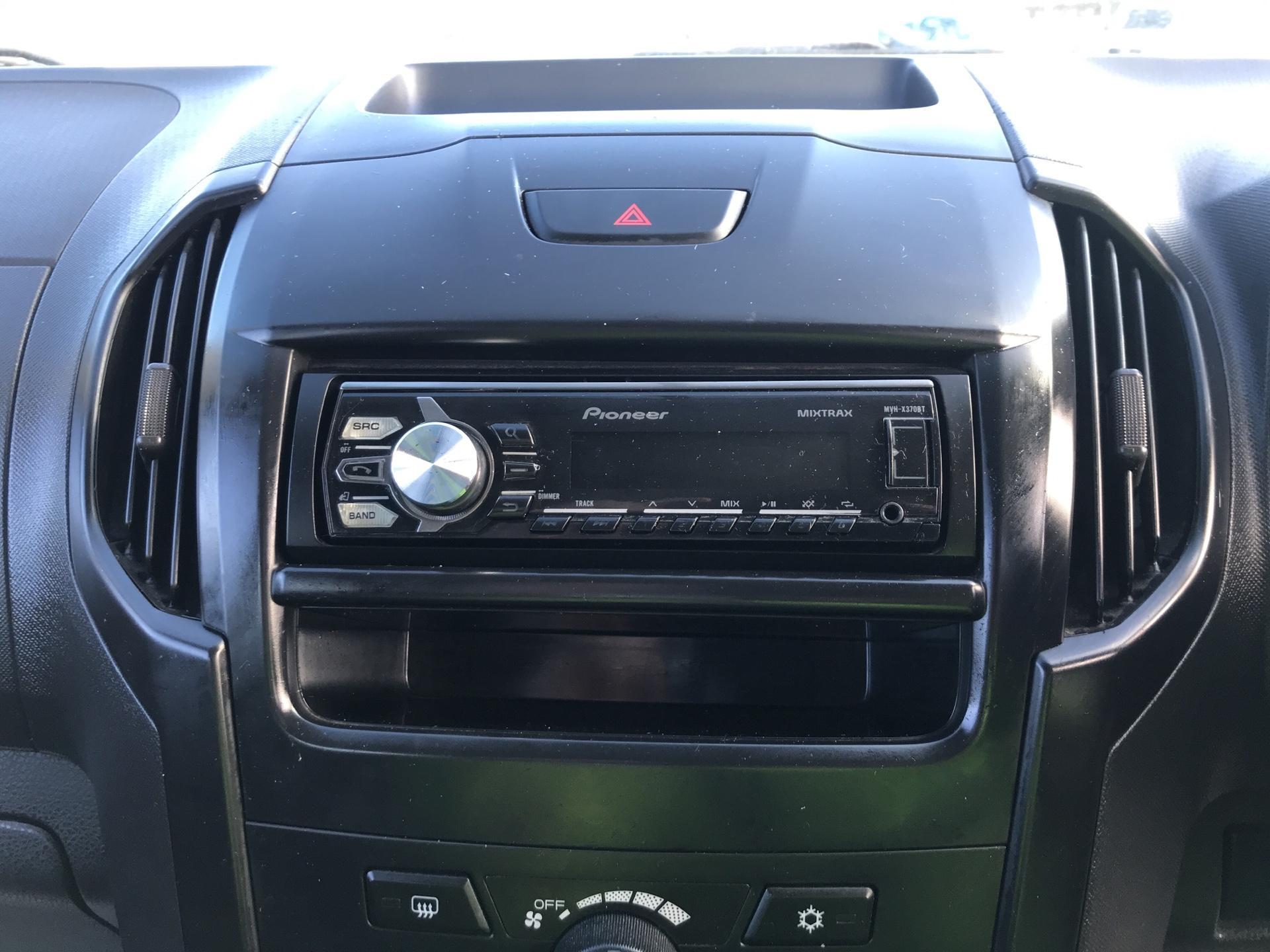 2015 Isuzu D-Max DOUBLE CAB 4*4 2.5 TD EURO 5 (YE65VOK) Image 10