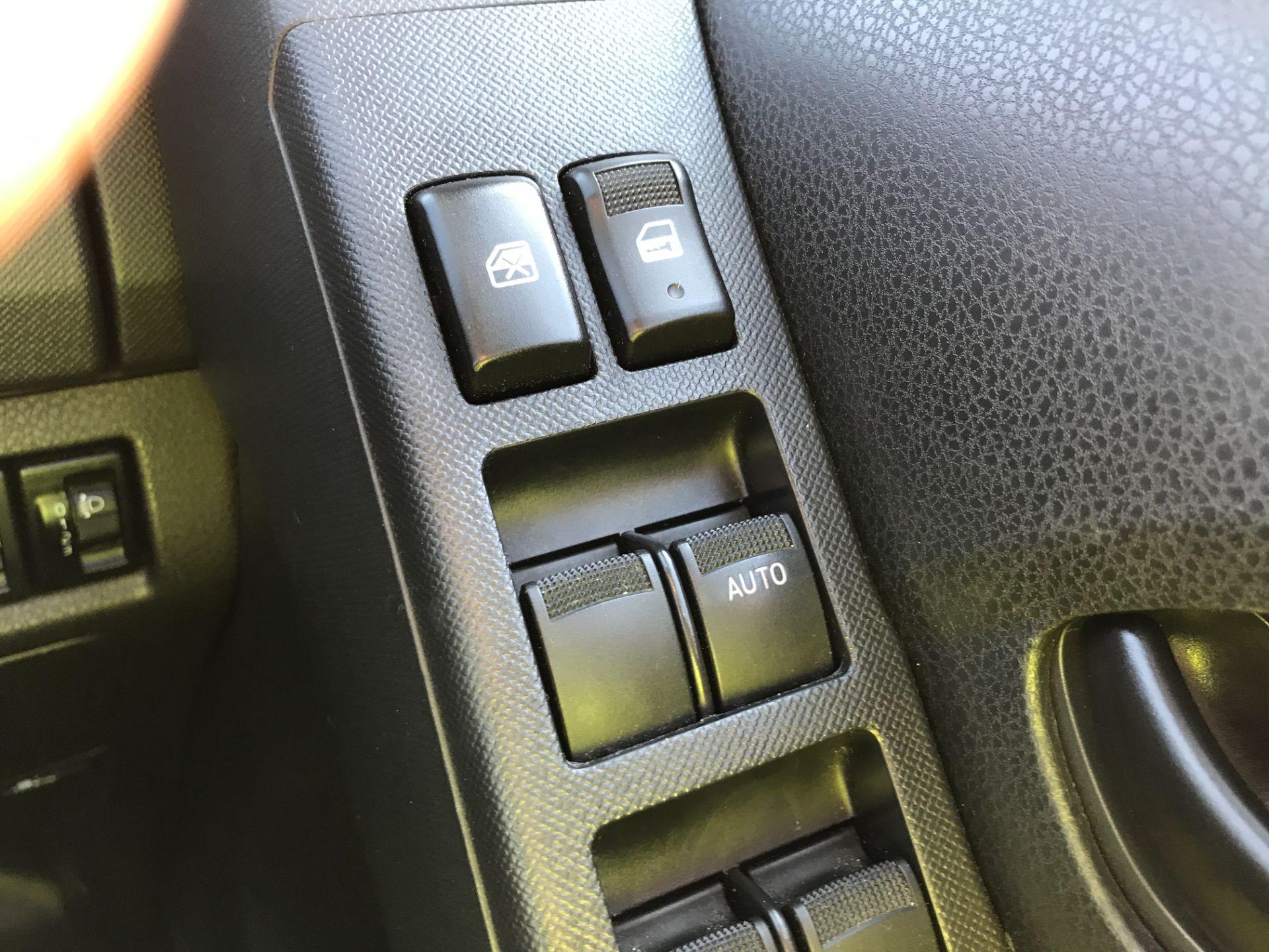 2017 Isuzu D-Max DOUBLE CAB 4X4 2.5TD EURO 5 AIR CON (YG17WSZ) Image 23