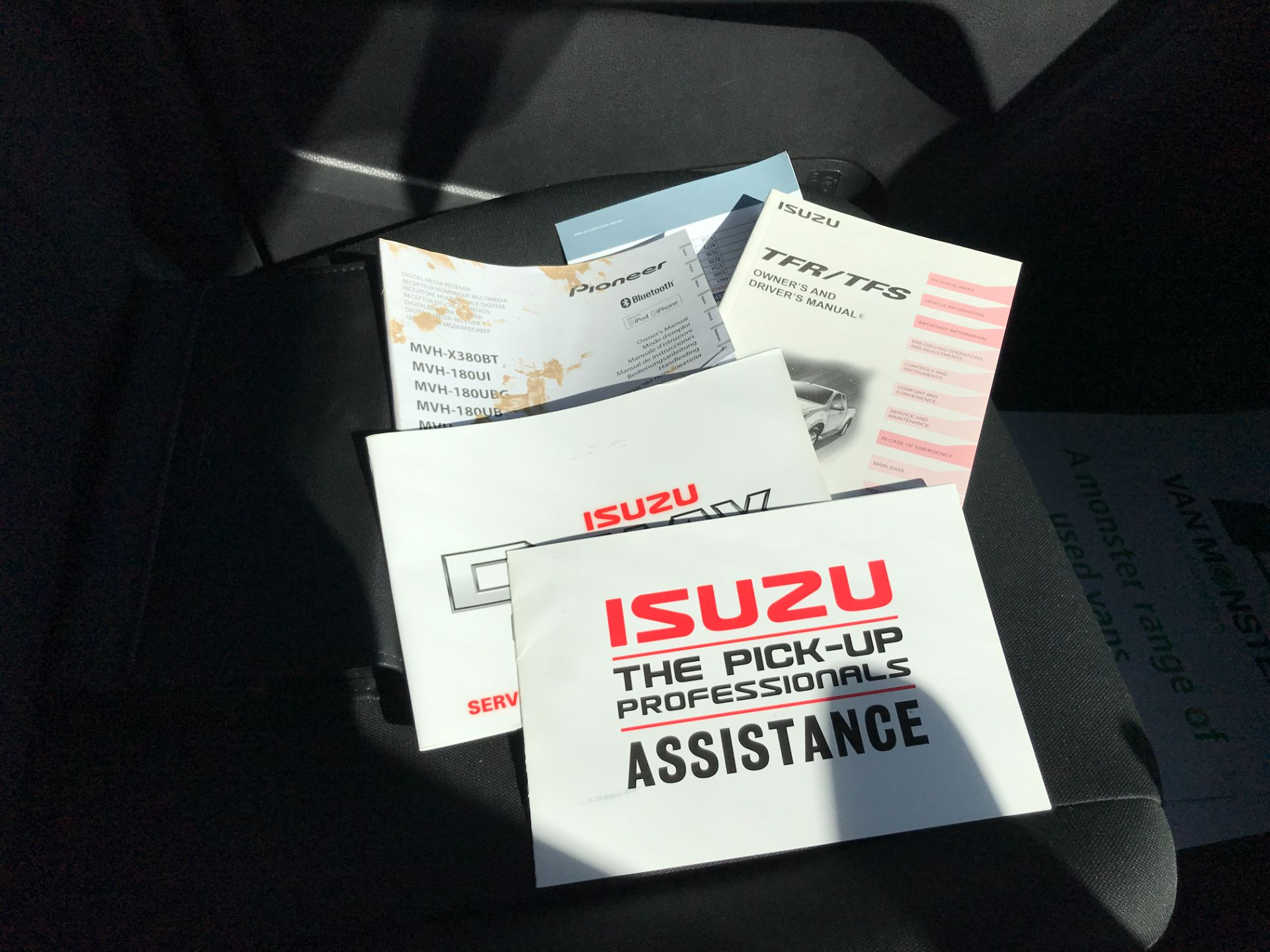 2017 Isuzu D-Max DOUBLE CAB 4X4 2.5TD EURO 5 AIR CON (YG17WSZ) Image 24