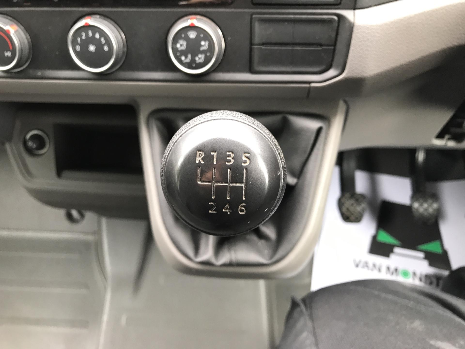 2017 Volkswagen Crafter CR35 LWB DIESEL 2.0 TDI 140PS TRENDLINE HIGH ROOF EURO 6 (YG67ZVA) Image 11