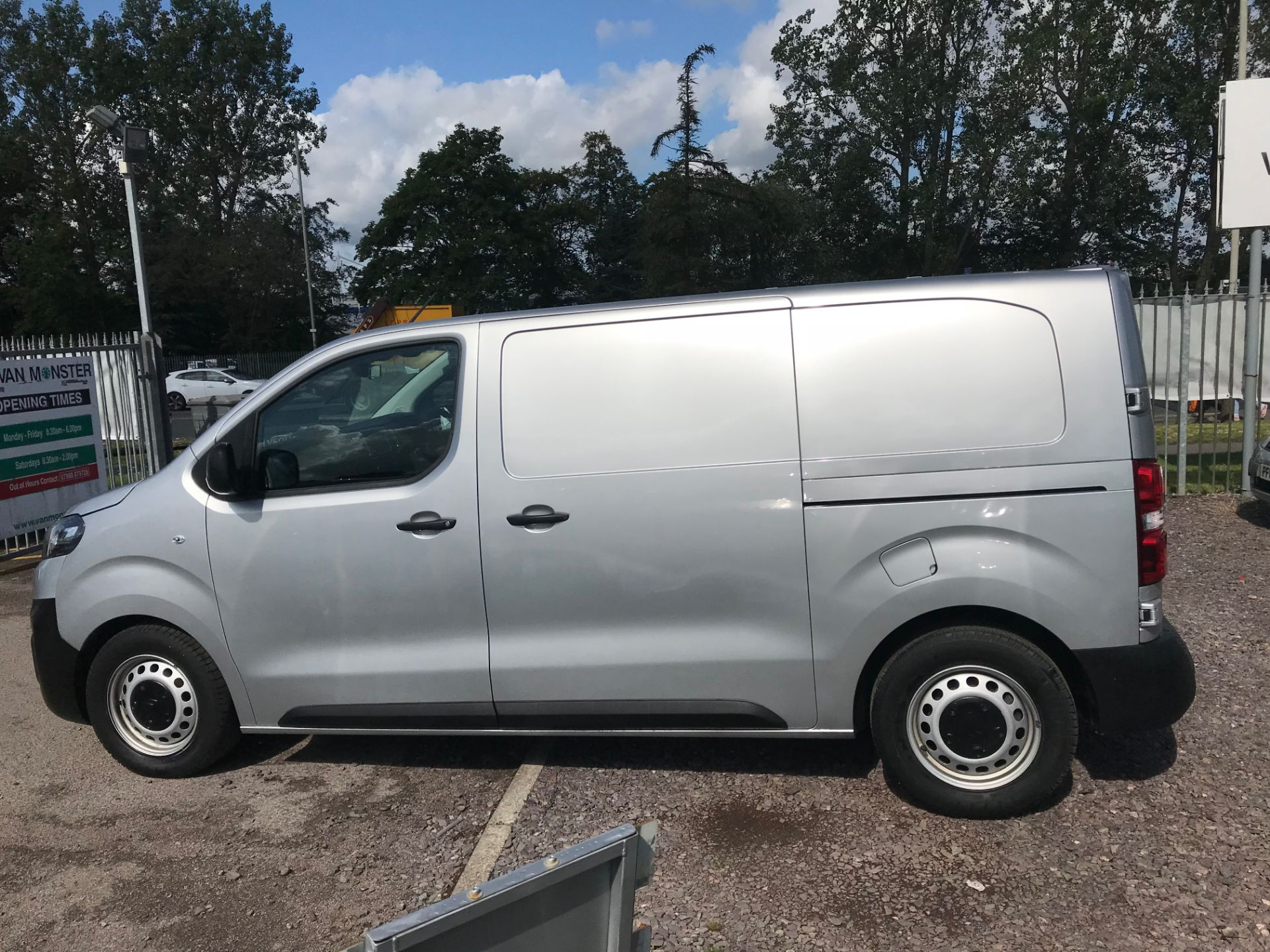 2017 Citroen Dispatch 1000 1.6 Bluehdi 95 Van Enterprise EURO 6 (YJ67WCT) Image 8