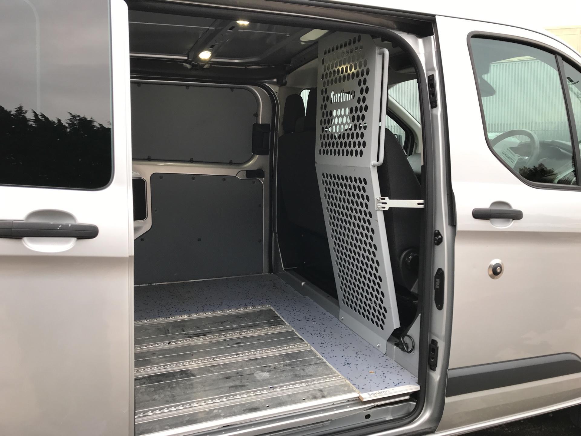 2014 Ford Transit Custom 330 L2 DIESEL FWD 2.2 TDCI 125PS LOW ROOF TREND VAN EURO 5 (YK64GDE) Image 26