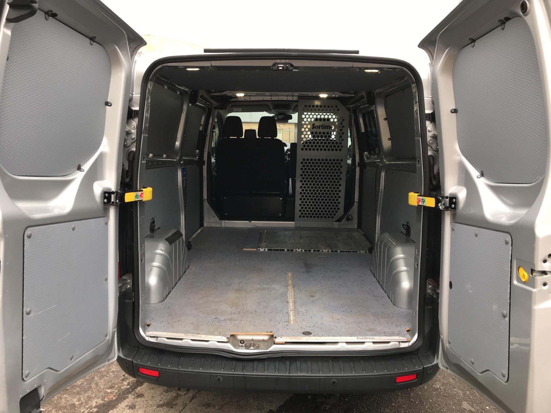2014 Ford Transit Custom 330 L2 DIESEL FWD 2.2 TDCI 125PS LOW ROOF TREND VAN EURO 5 (YK64GDE) Image 15