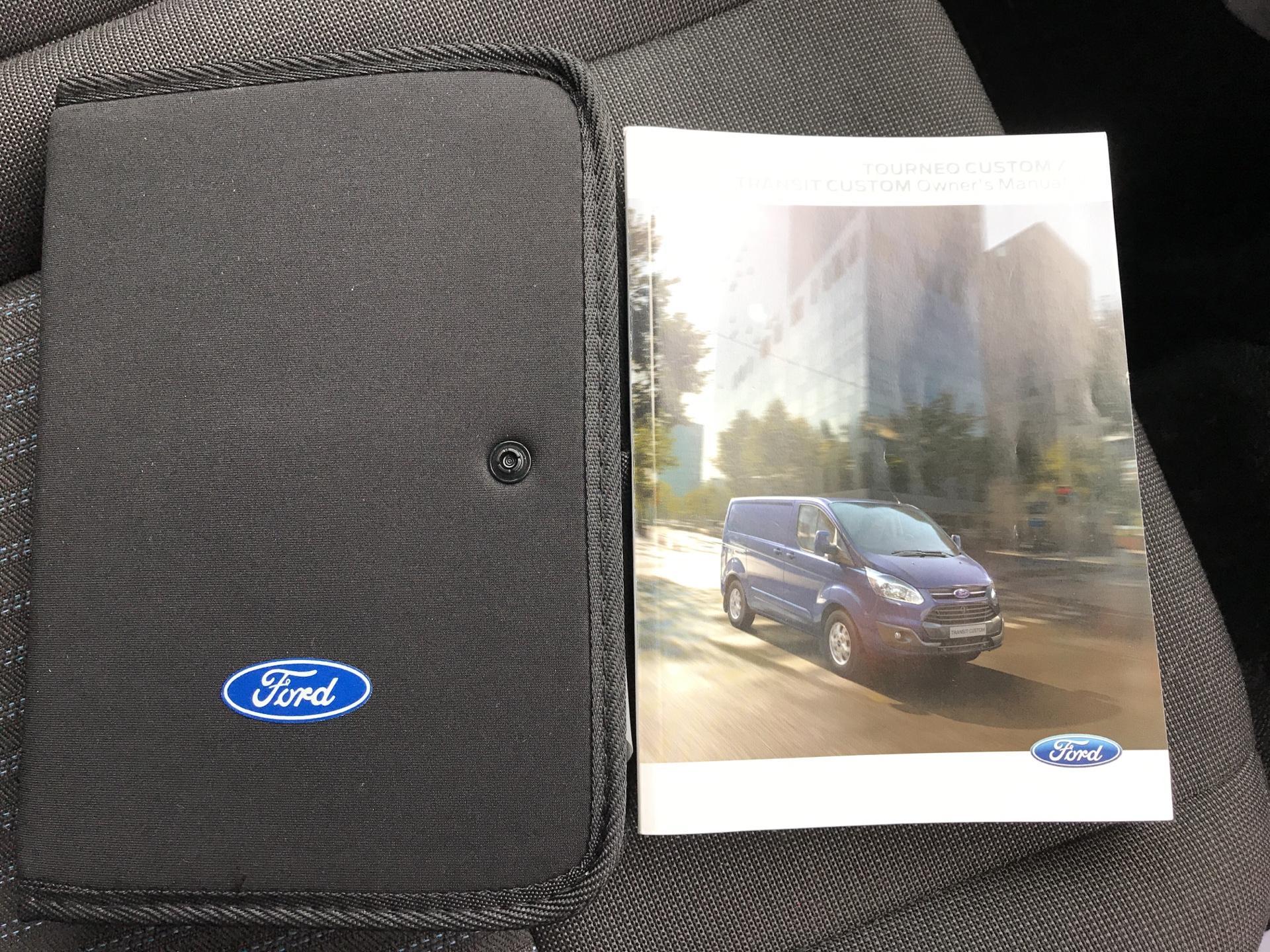 2014 Ford Transit Custom 330 L2 DIESEL FWD 2.2 TDCI 125PS LOW ROOF TREND VAN EURO 5 (YK64GDE) Image 31