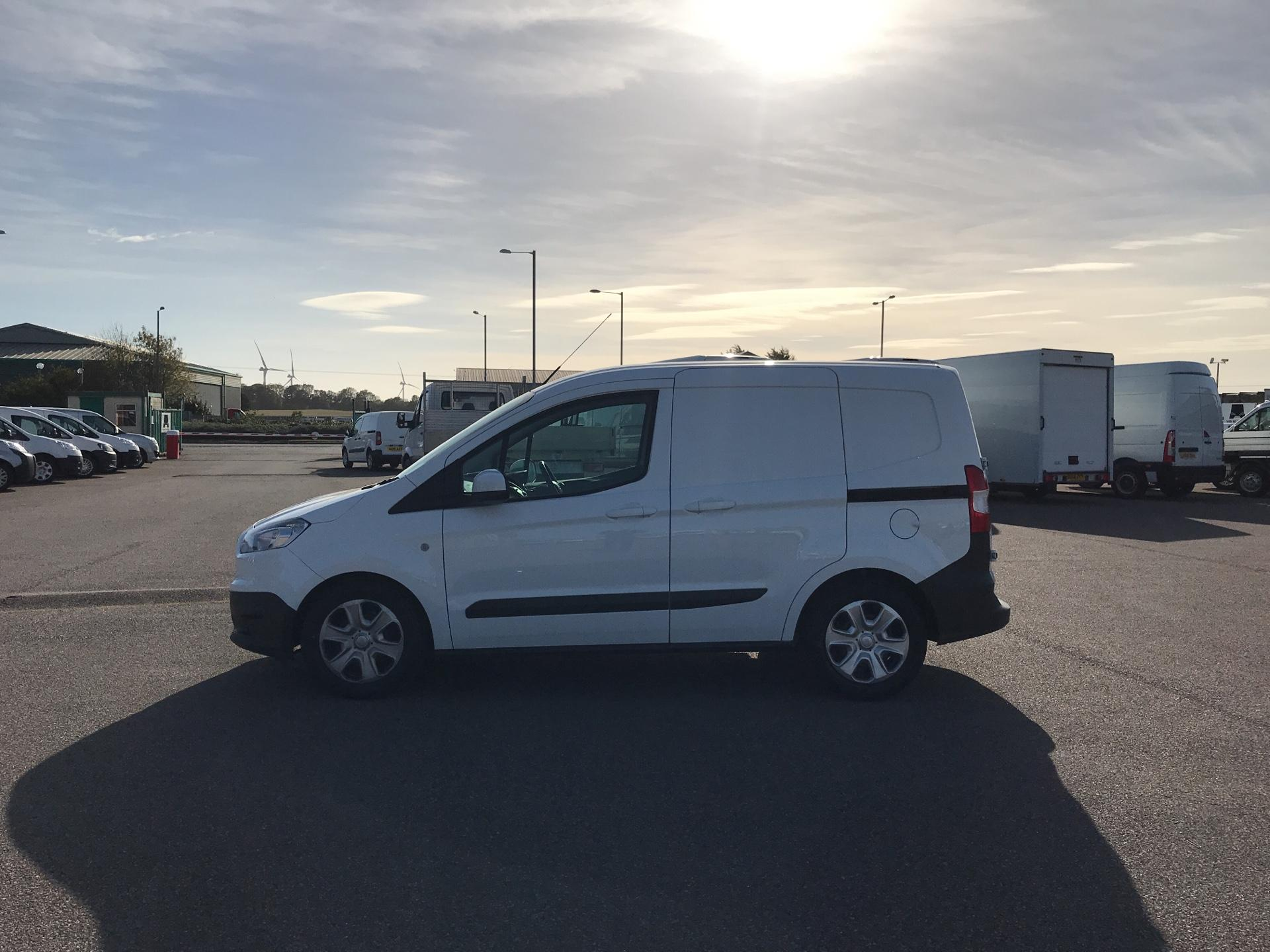2014 Ford Transit Courier 1.5 TDCI 75PS TREND VAN (YK64ZBZ) Image 6