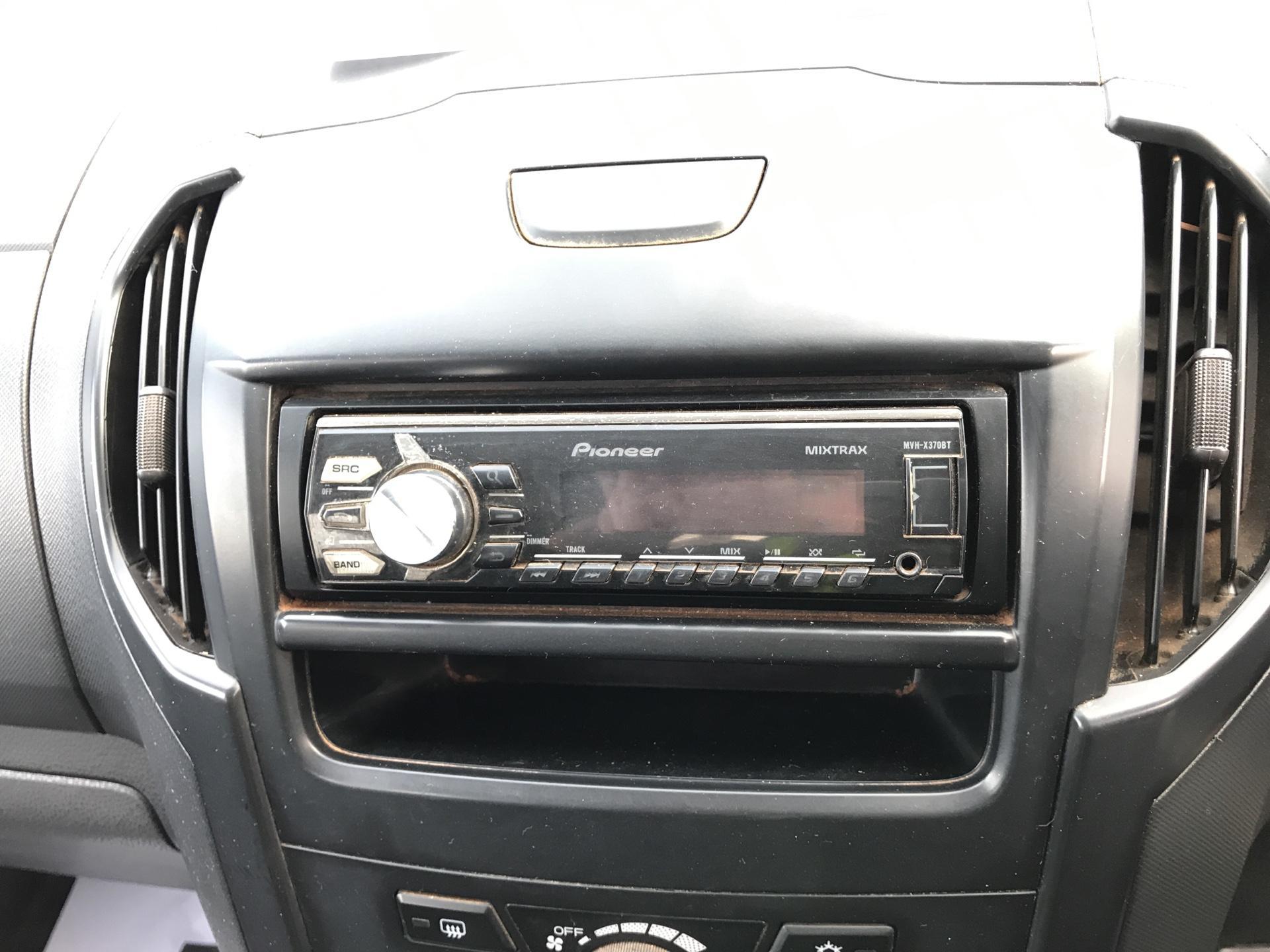 2016 Isuzu D-Max Double Cab 4*4 2.5 TD EURO 5 (YL65TGO) Image 10