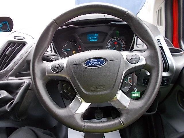 2016 Ford Transit Custom 270 L1 DIESEL FWD 2.2 TDCI 125PS LOW ROOF LIMITED VAN EURO 5 (YM16WFV) Image 17