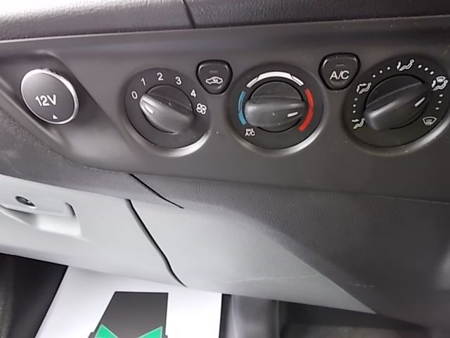 2016 Ford Transit Custom 270 L1 DIESEL FWD 2.2 TDCI 125PS LOW ROOF LIMITED VAN EURO 5 (YM16WFV) Image 20