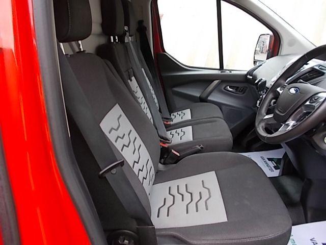 2016 Ford Transit Custom 270 L1 DIESEL FWD 2.2 TDCI 125PS LOW ROOF LIMITED VAN EURO 5 (YM16WFV) Image 13