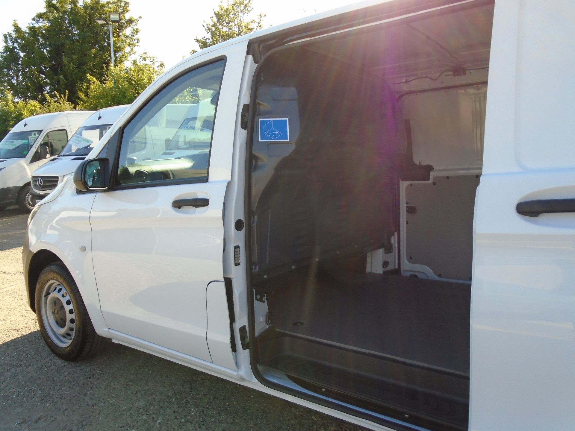 2019 Mercedes-Benz Vito  111Cdi Van Euro 6 Massive specification A/C Air Con, Delivery Miles Only (YN19ZFR) Image 9