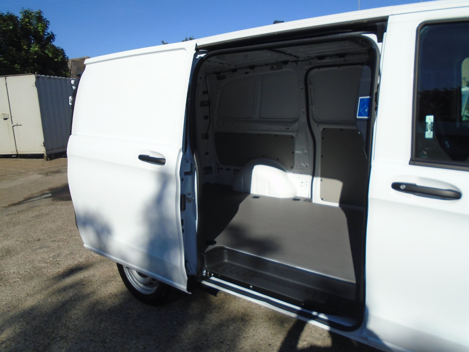 2019 Mercedes-Benz Vito  111Cdi Van Euro 6 Massive specification A/C Air Con, Delivery Miles Only (YN19ZFR) Image 11