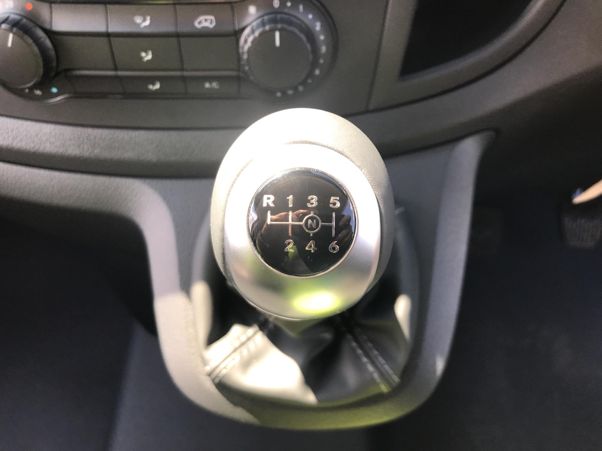 2019 Mercedes-Benz Vito LONG 111CDI VAN EURO 6  (YN19ZGD) Image 11
