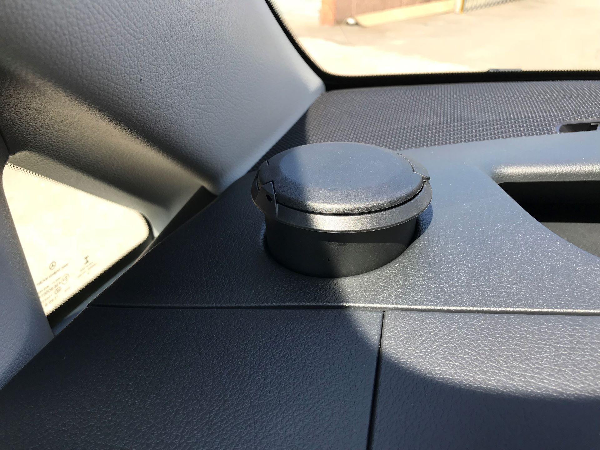 2019 Mercedes-Benz Vito 111CDI LWB 110PS EURO 6, AIR CON (YN19ZGH) Image 25