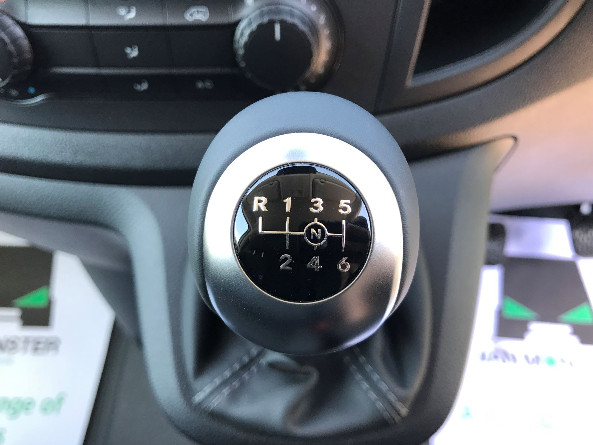 2019 Mercedes-Benz Vito 111CDI LWB 110PS EURO 6, AIR CON (YN19ZGH) Image 4