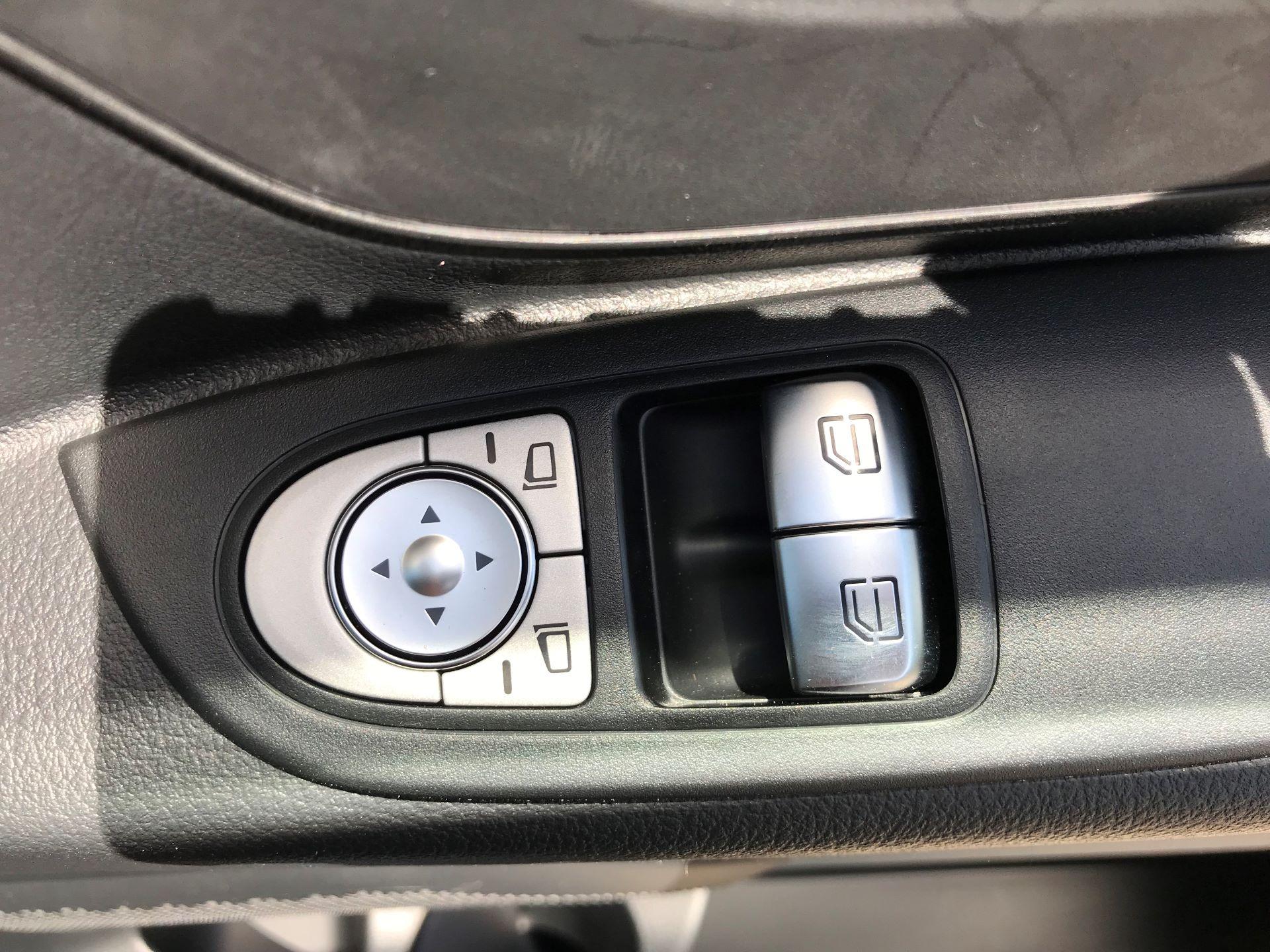 2019 Mercedes-Benz Vito 111CDI LWB 110PS EURO 6, AIR CON (YN19ZGH) Image 24