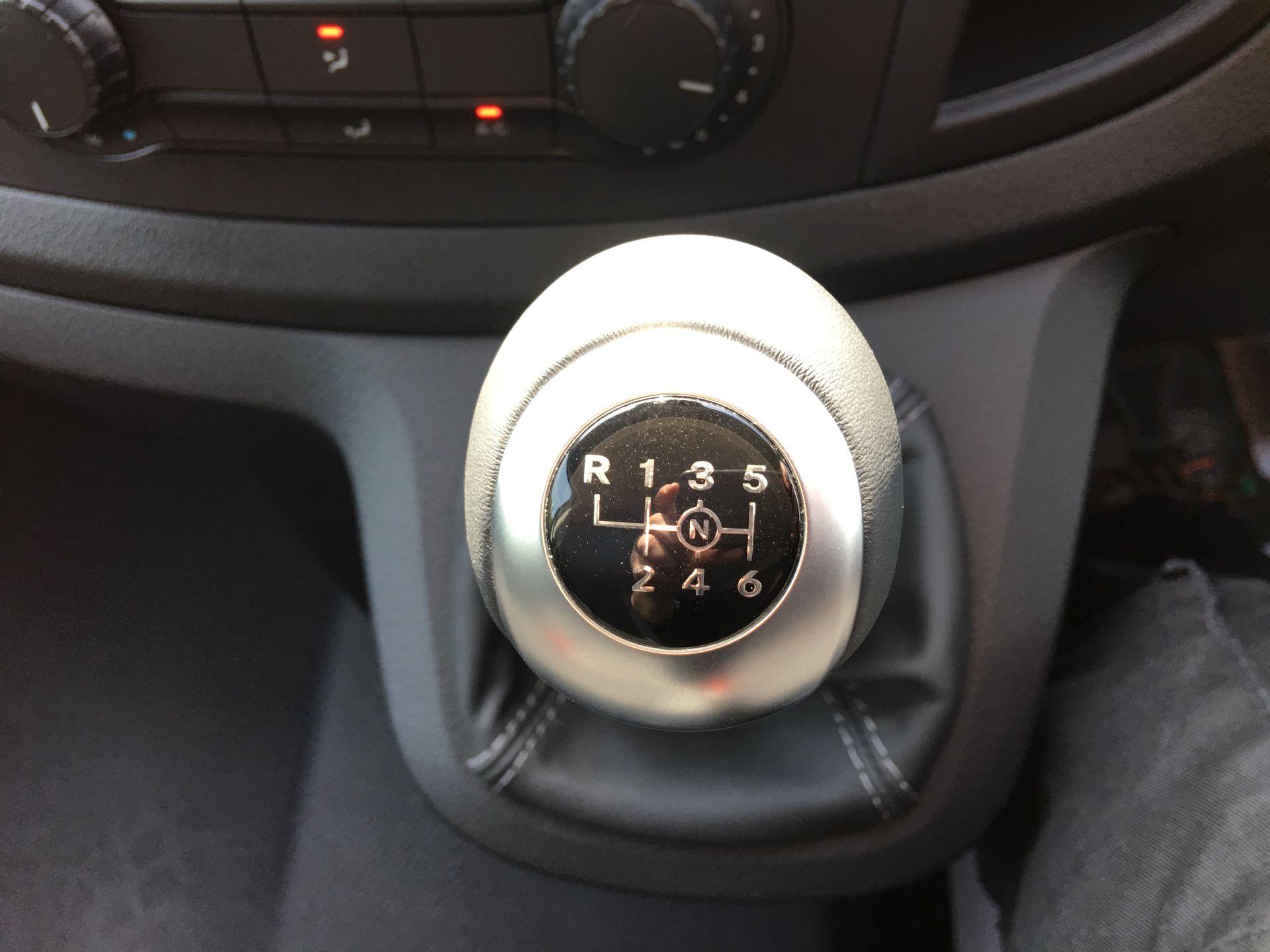 2019 Mercedes-Benz Vito LONG 111 CDI VAN EURO 5/6 (YN19ZGM) Image 4
