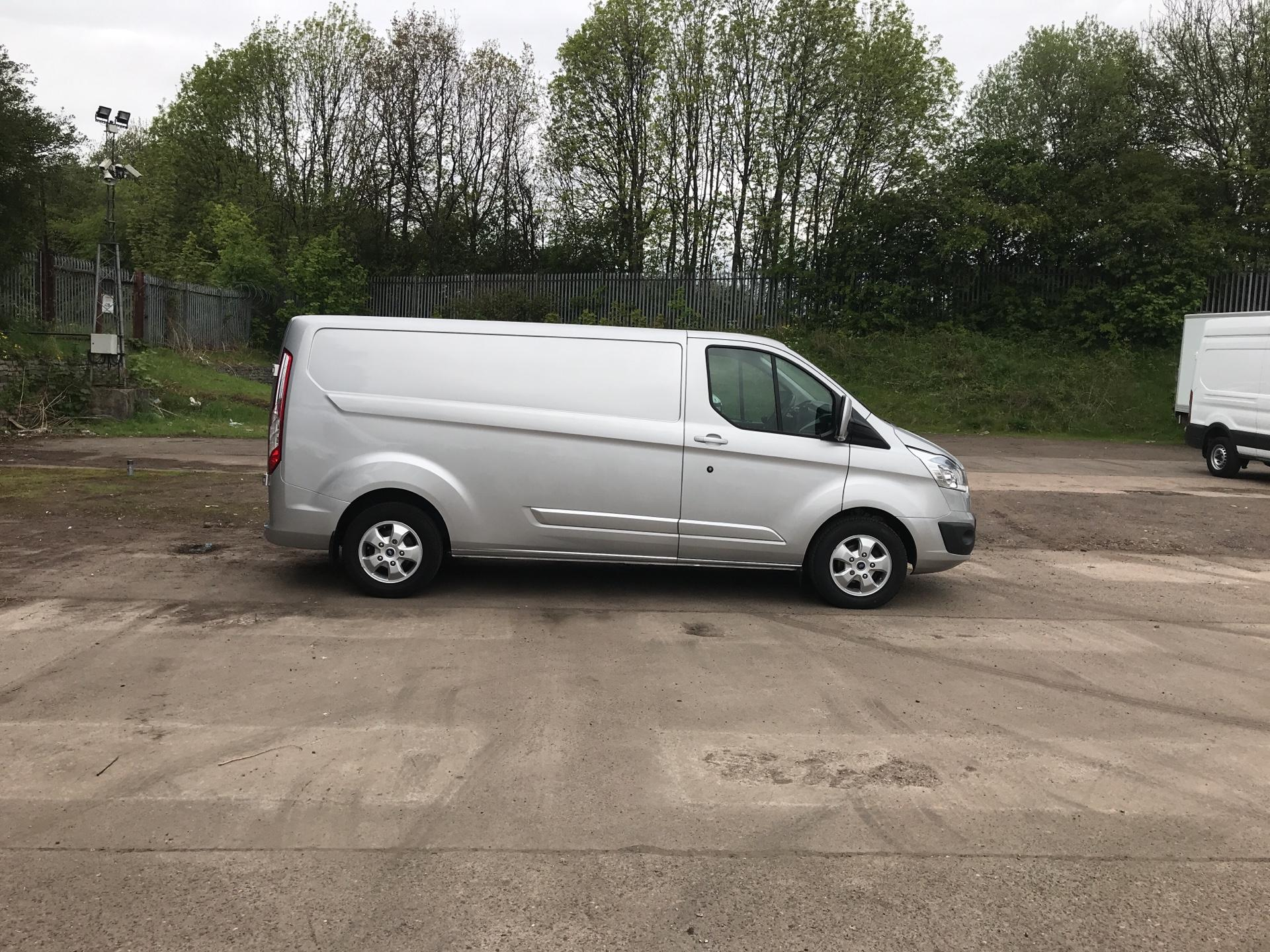 2015 Ford Transit Custom 290 L2 DIESEL FWD 2.2 TDCI 125PS LOW ROOF LIMITED VAN EURO 5 (YP15YVC) Image 2