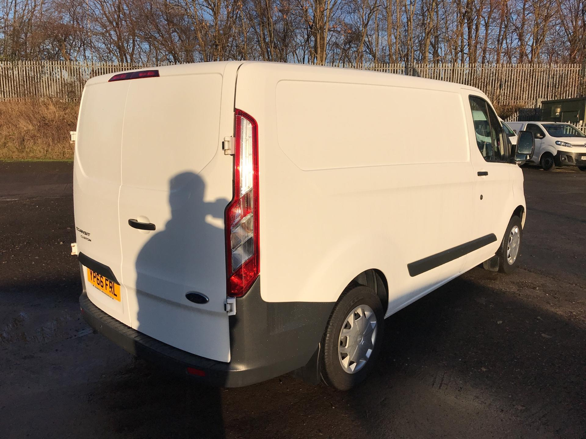 2016 Ford Transit Custom 270 L1 DIESEL FWD 2.2 TDCI 125PS LOW ROOF TREND EURO 5 (YP66FRL) Image 3