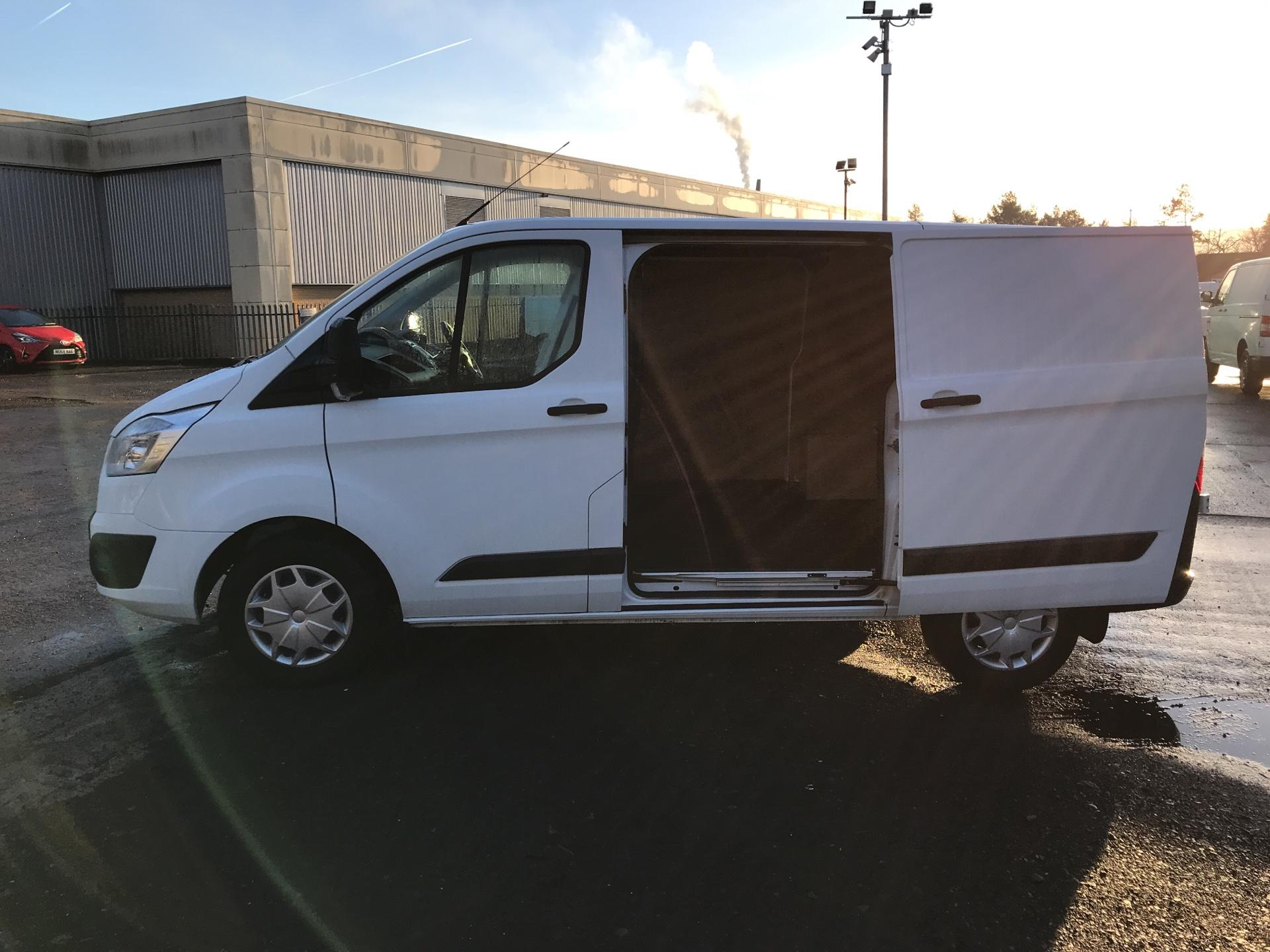 2016 Ford Transit Custom 270 L1 DIESEL FWD 2.2 TDCI 125PS LOW ROOF TREND EURO 5 (YP66FRL) Image 26