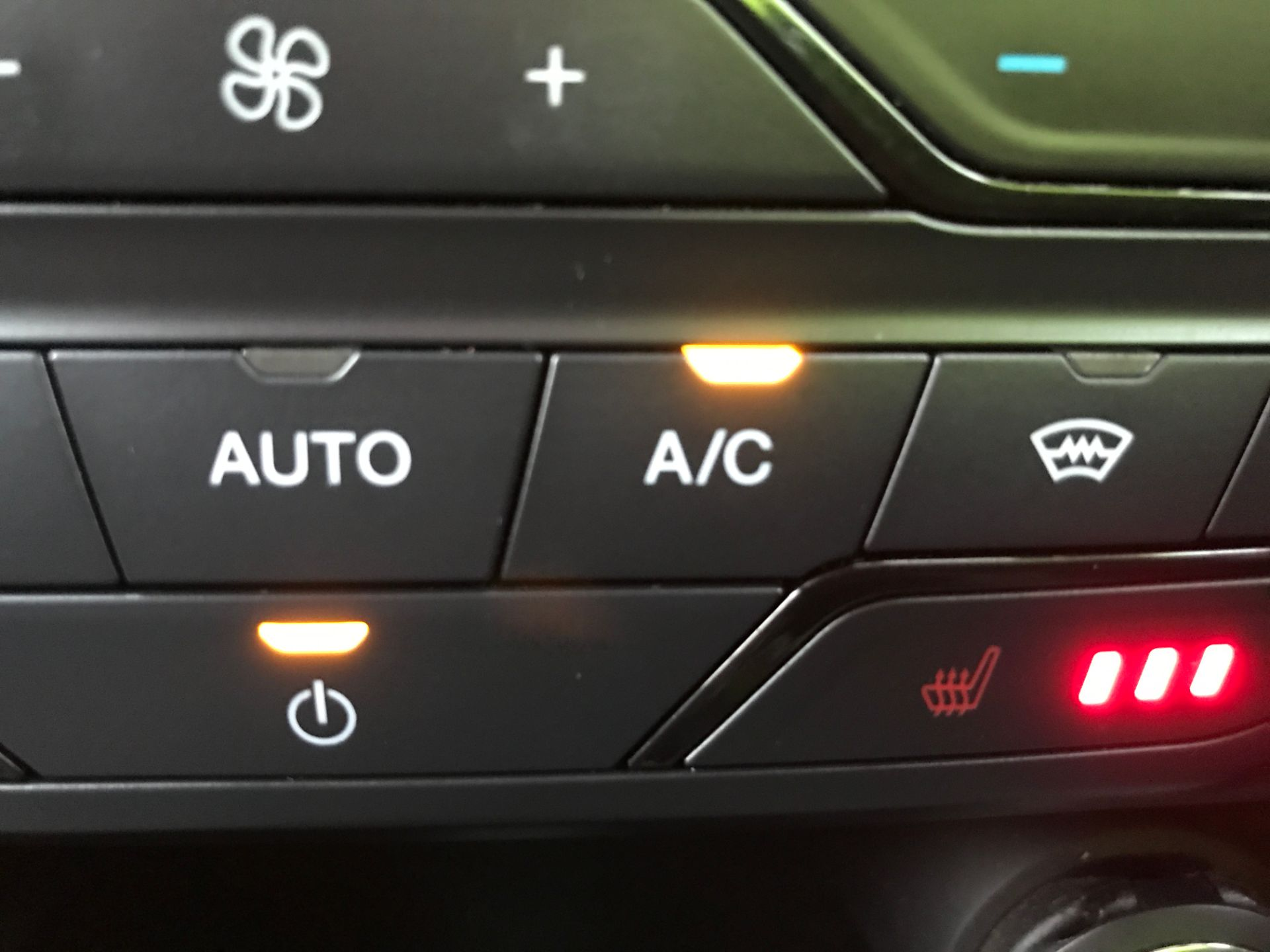 2017 Ford Ranger DOUBLE CAB 4X4 WILDTRAK 3.2TDI 200PS EURO 5 (YR67AKO) Image 26