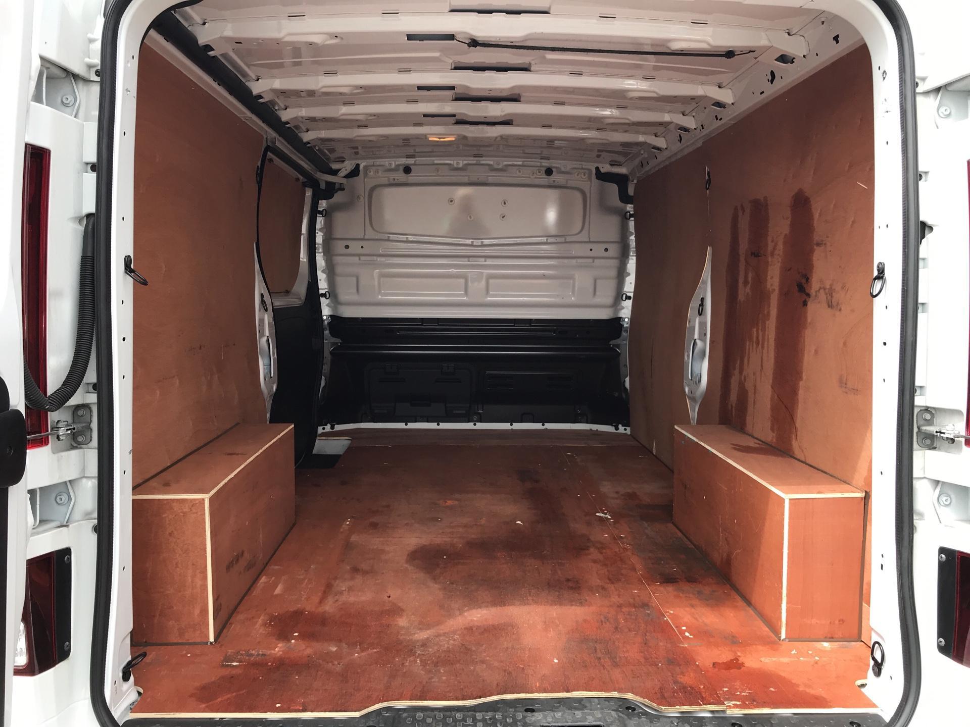 2017 Vauxhall Vivaro L2 H1 2900 1.6 115PS SPORTIVE BITURBO  EURO 5 (YS17GKK) Image 15