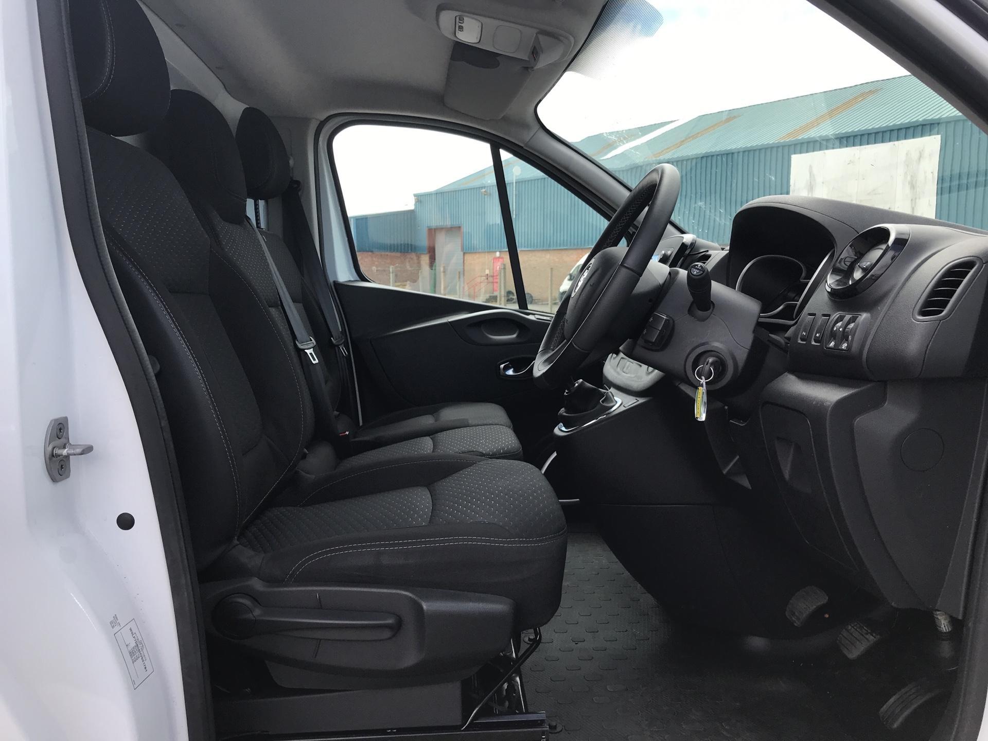 2017 Vauxhall Vivaro L2 H1 2900 1.6 115PS SPORTIVE BITURBO  EURO 5 (YS17GKK) Image 9