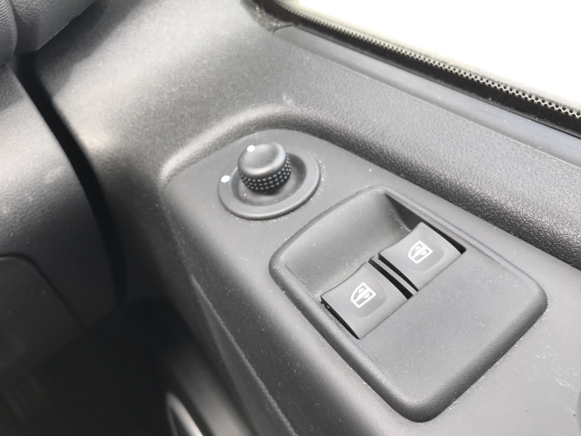 2017 Vauxhall Vivaro L2 H1 2900 1.6 115PS SPORTIVE BITURBO  EURO 5 (YS17GKK) Image 16
