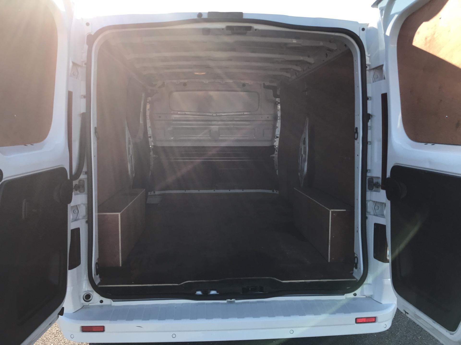2017 Vauxhall Vivaro L2 H1 2900 1.6 115PS  BITURBO SPORTIVE  EURO 5 (YS17GKY) Image 16